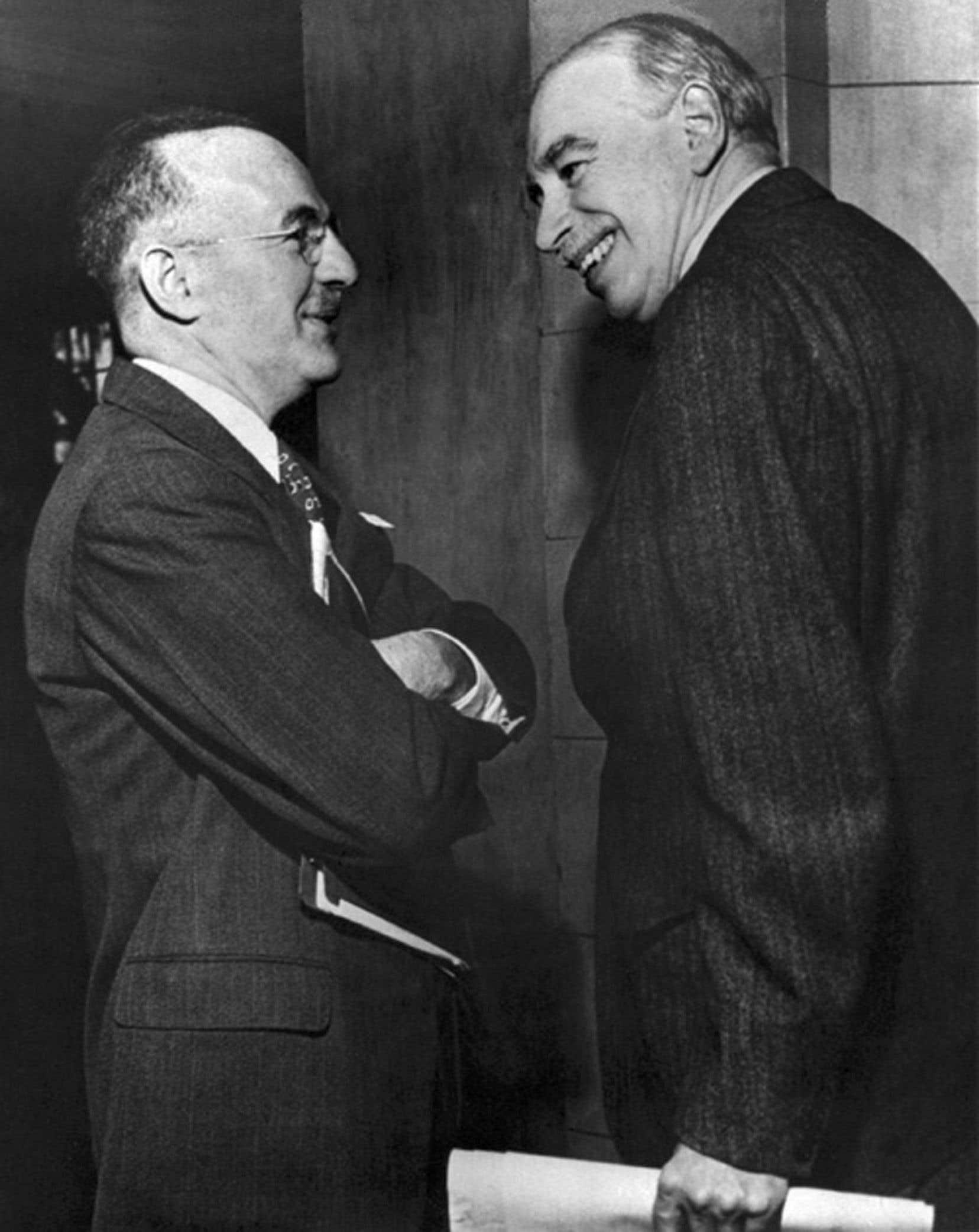 Les pères fondateurs, entre autres, du Fonds monétaire international, Harry Dexter White et John Maynard Keynes