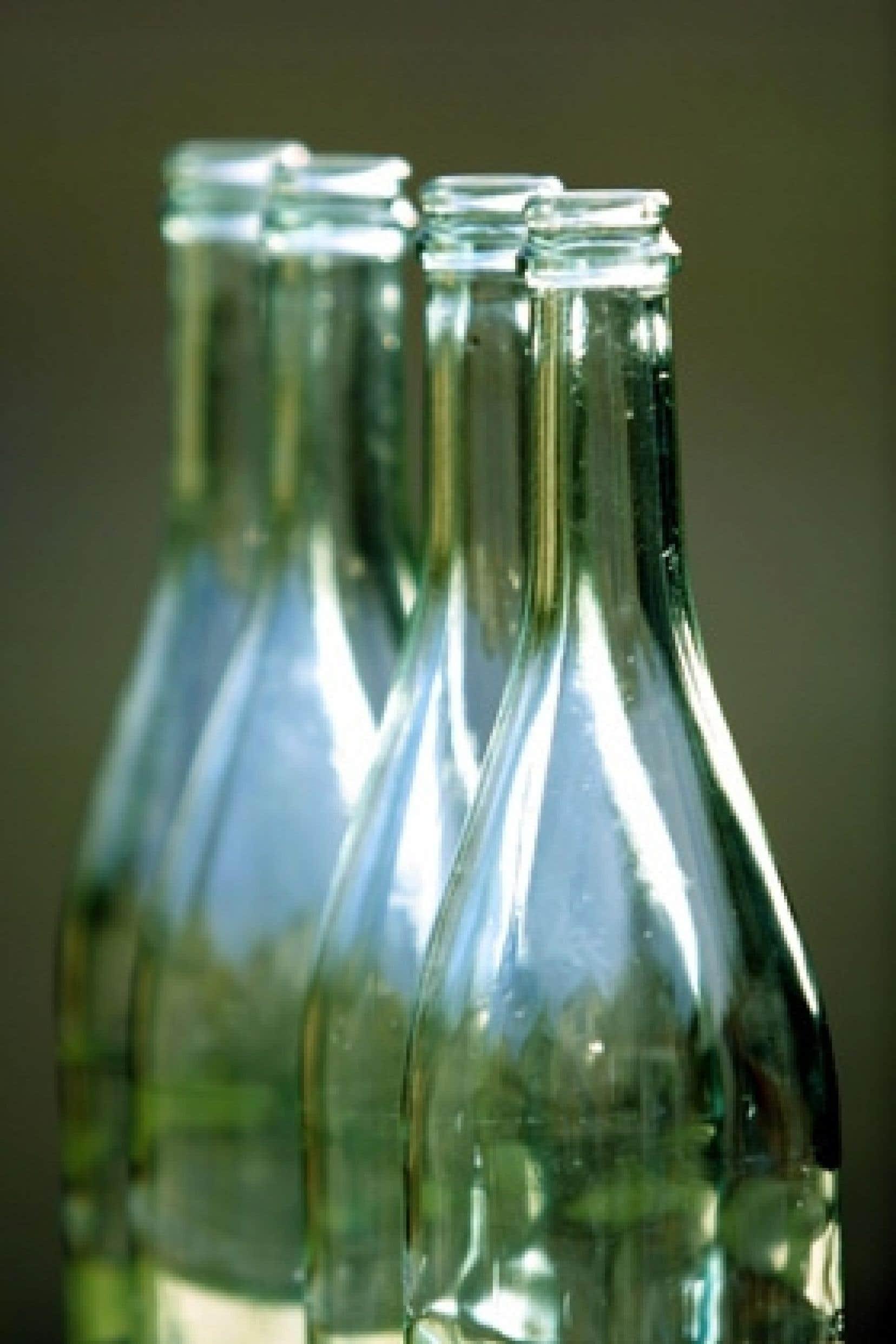 Les consommateurs déposent dans les bacs verts 74 % de leurs bouteilles brunes ou vertes. Les restaurants et autres intervenants commerciaux, qui accaparent 22 % du stock total, ne participent pas à la collecte sélective.