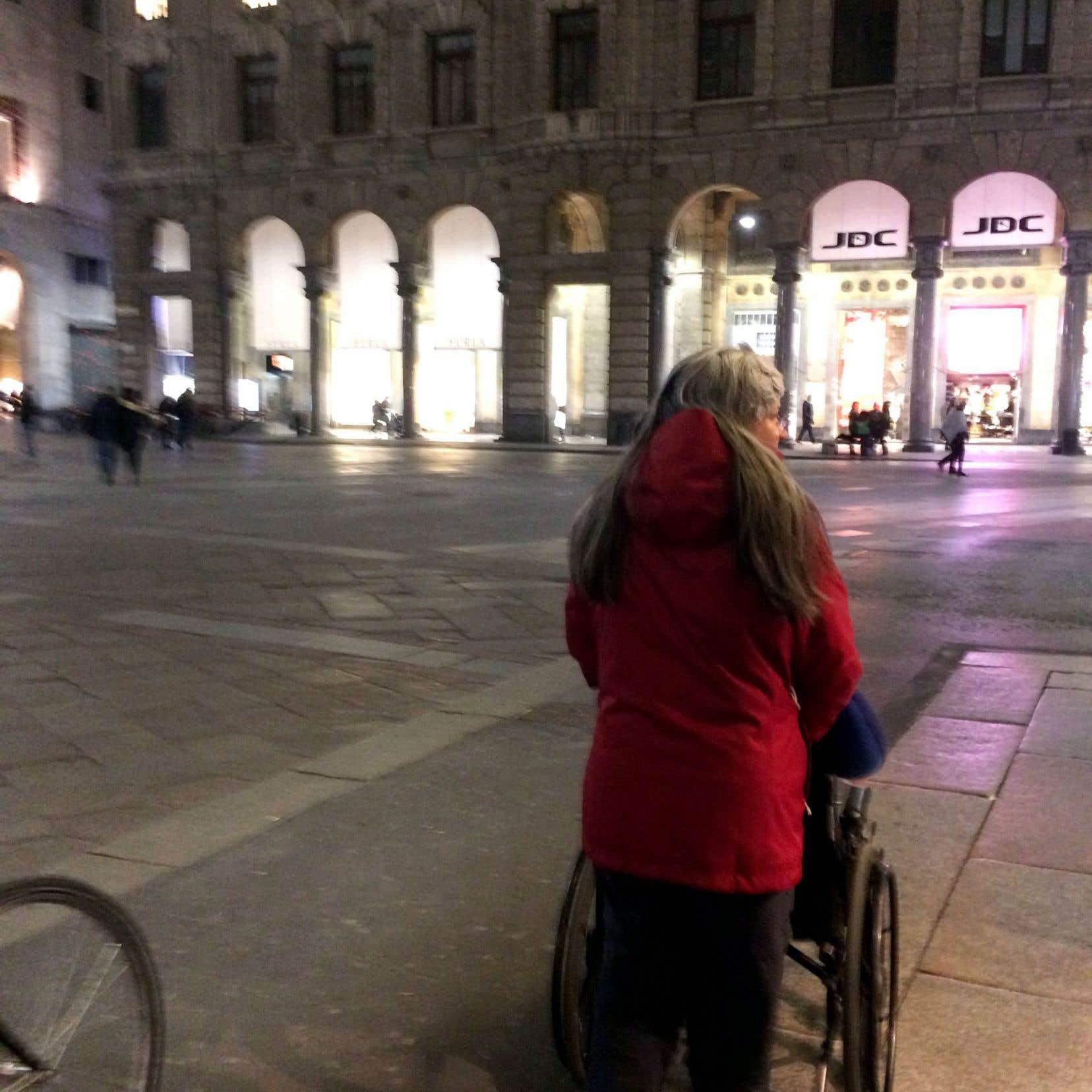 Amoureuse de peinture, Monique a frayé son chemin jusqu'à la chapelle Sixtine, pour un moment de grâce avec Michel-Ange.