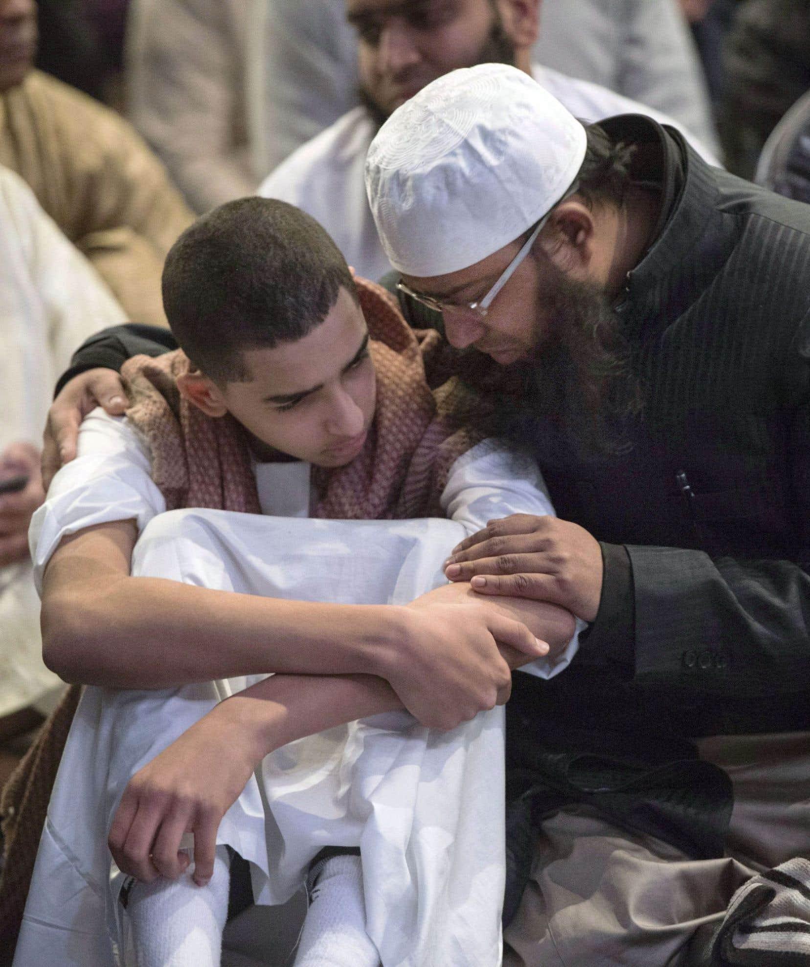La tragédie de la grande mosquée de Québec a révélé la difficulté des immigrants à vivre leur deuil selon leurs propres rites funéraires.