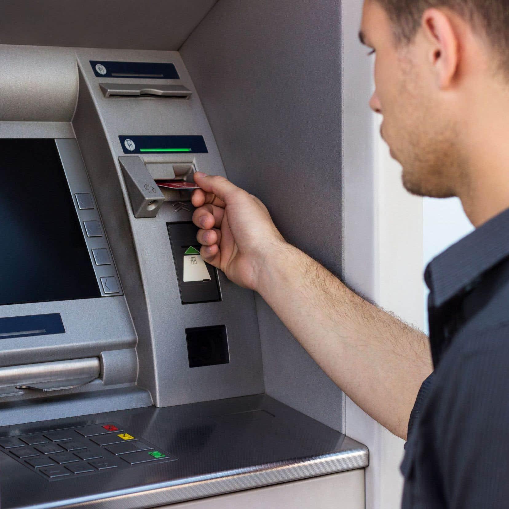 Entré en vigueur en janvier 2012, le projet de loi 128 consistait à évincer le crime organisé du monde des guichets non bancaires, utilisés pour blanchir de l'argent.