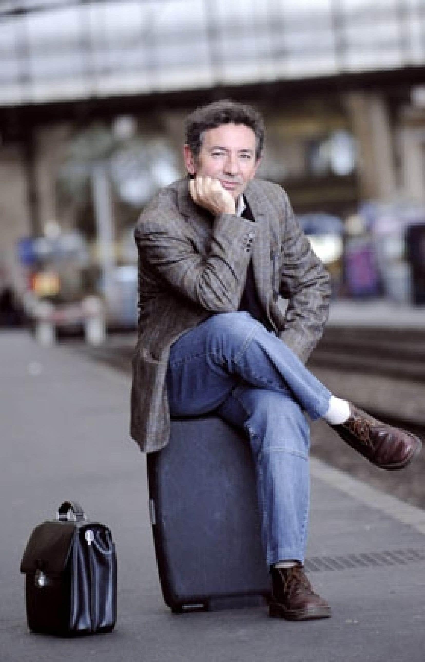 Jean-Marie Blas de Roblès, globe-trotter, roman-cier et nouvelliste, peut être fier de ses trois prix.