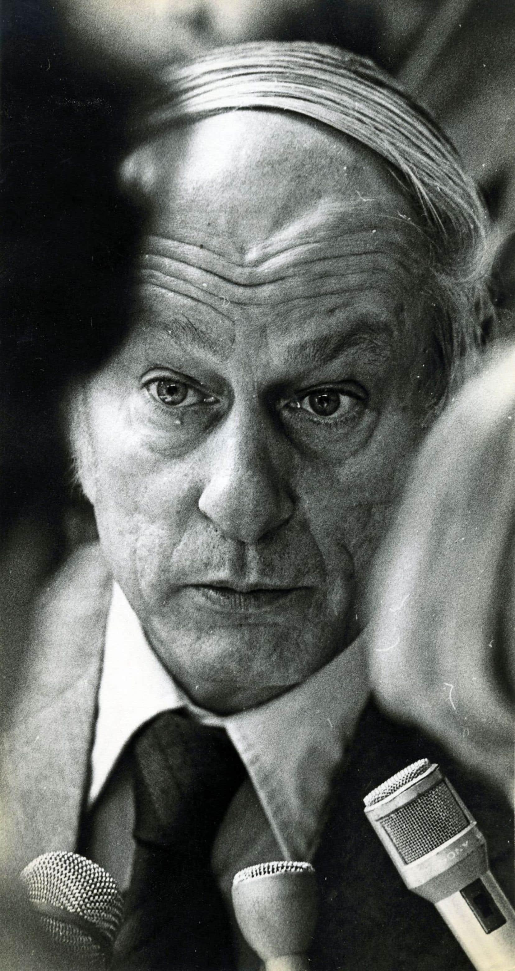René Lévesque parlant aux journalistes le 20 octobre 1976, au cours de la campagne électorale qui l'a porté au pouvoir