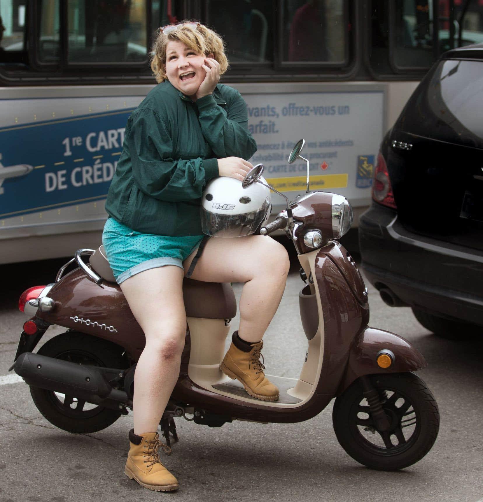 D'abord formée en théâtre, avant son déménagement à Montréal afin de s'inscrire à l'École nationale de l'humour, Coco Belliveau aime raconter des histoires sur scène. Assumant son «petit côté weirdo», elle donne aussi parfois dans «l'humour d'observation absurde».