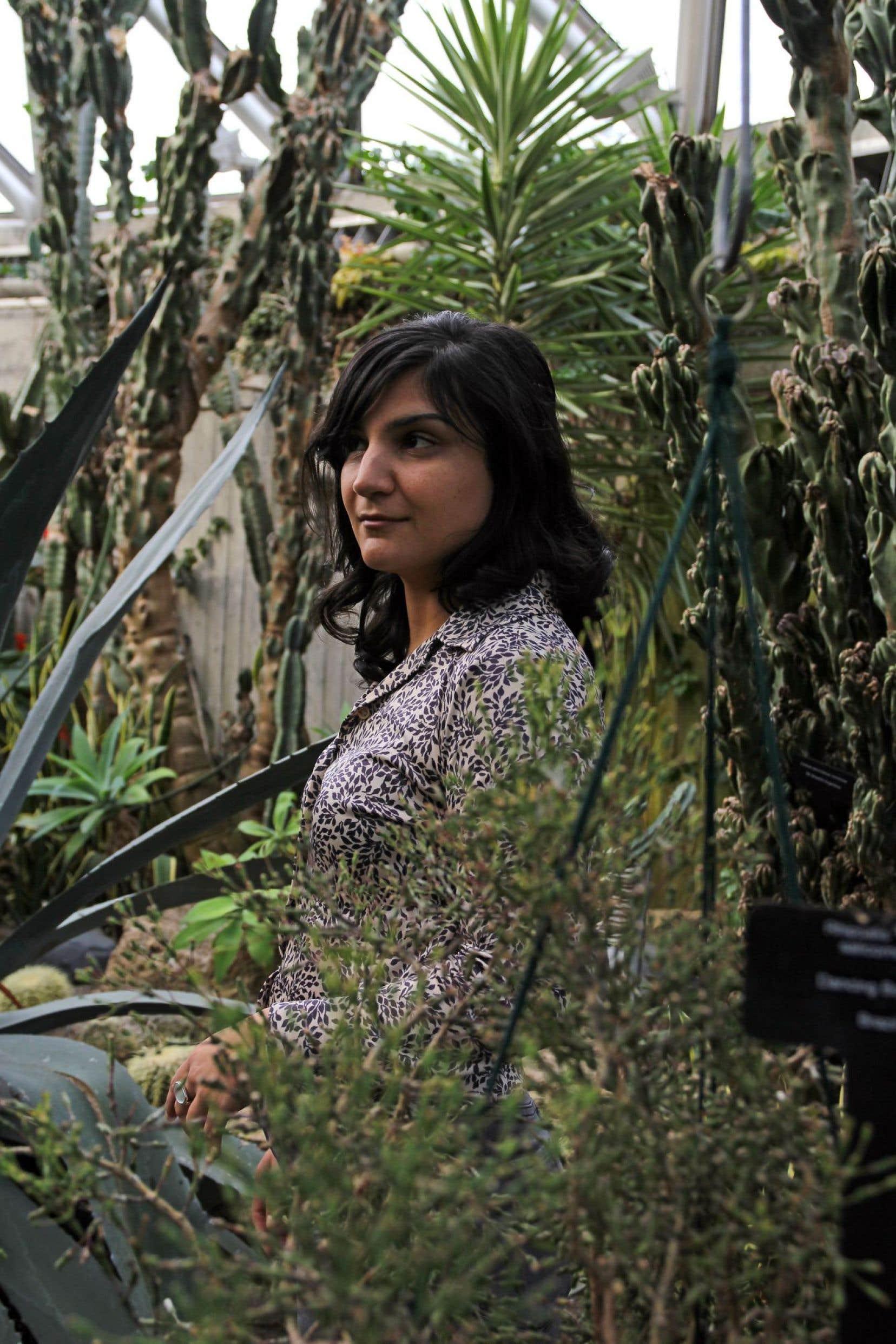 Sarah Davachi a lancé sept albums en quatre ans. Toujours empruntant la structure musicale du drone (le bourdon), de la note continue qui évolue à petits pas dans l'espace.