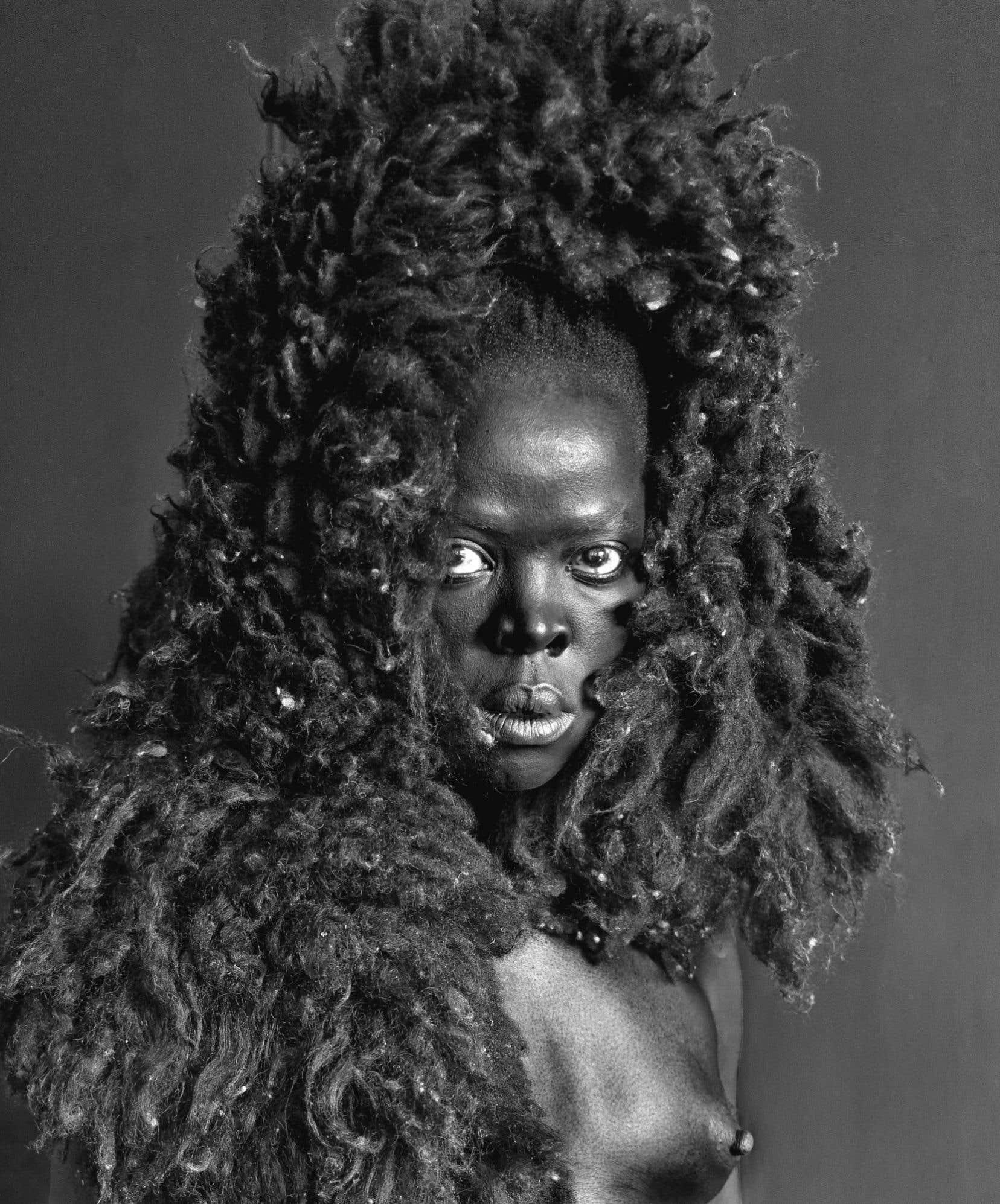 Zanele Muholi, Somnyama IV, Oslo, 2015, de la série Somnyama Ngonyama, 2015