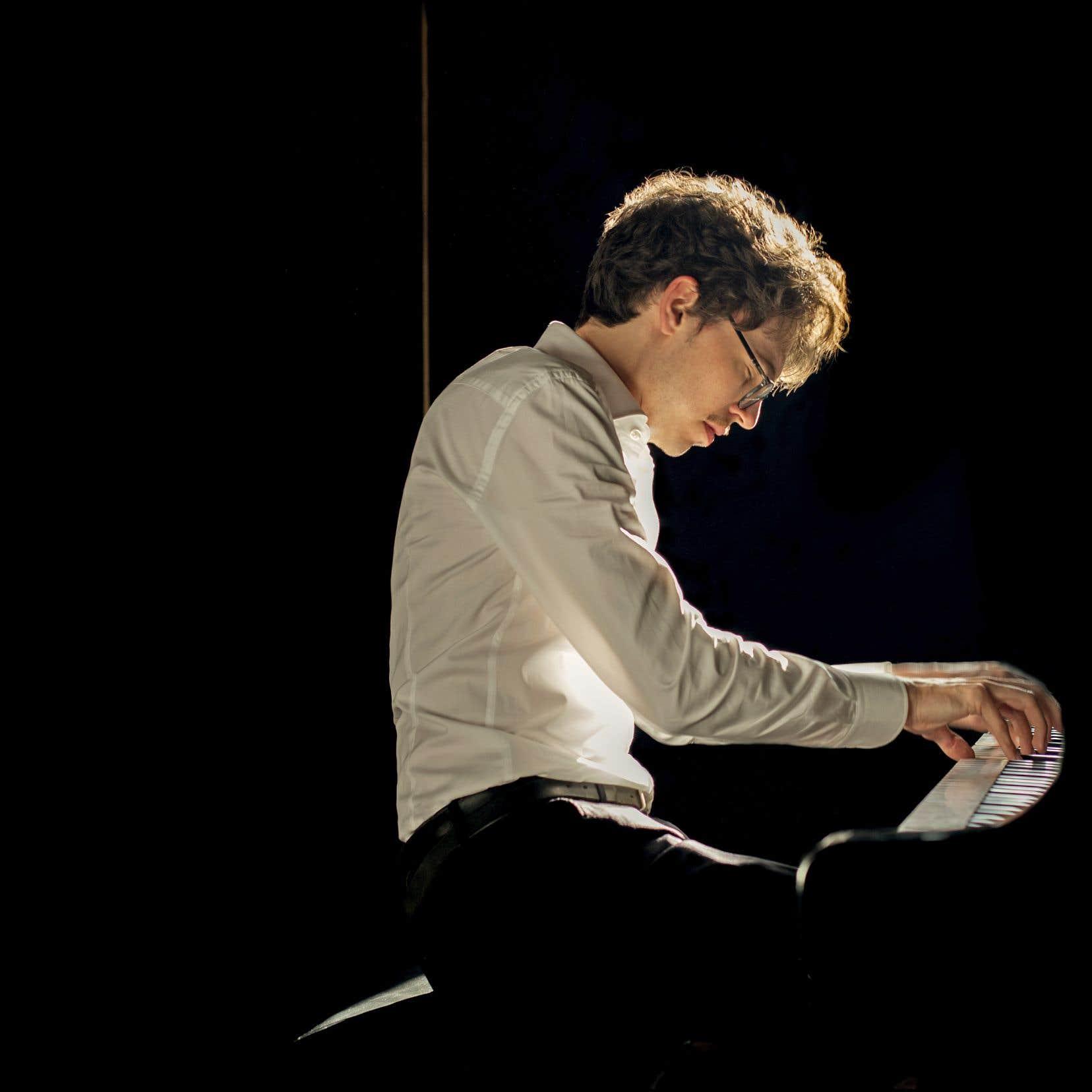 L'art du Français Lucas Debargue est une vraie philosophie sonore avant d'être un art pianistique.