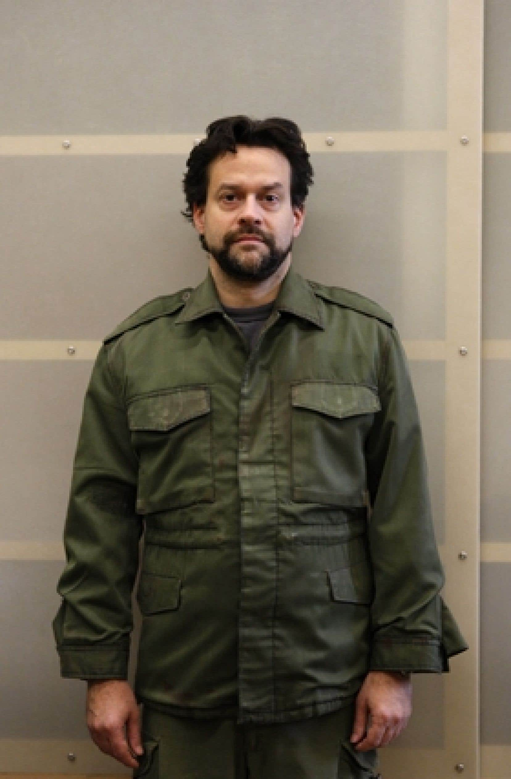 Dans Lortie, Alexis Martin enfile l'uniforme de l'ex-caporal de l'armée canadienne Denis Lortie.