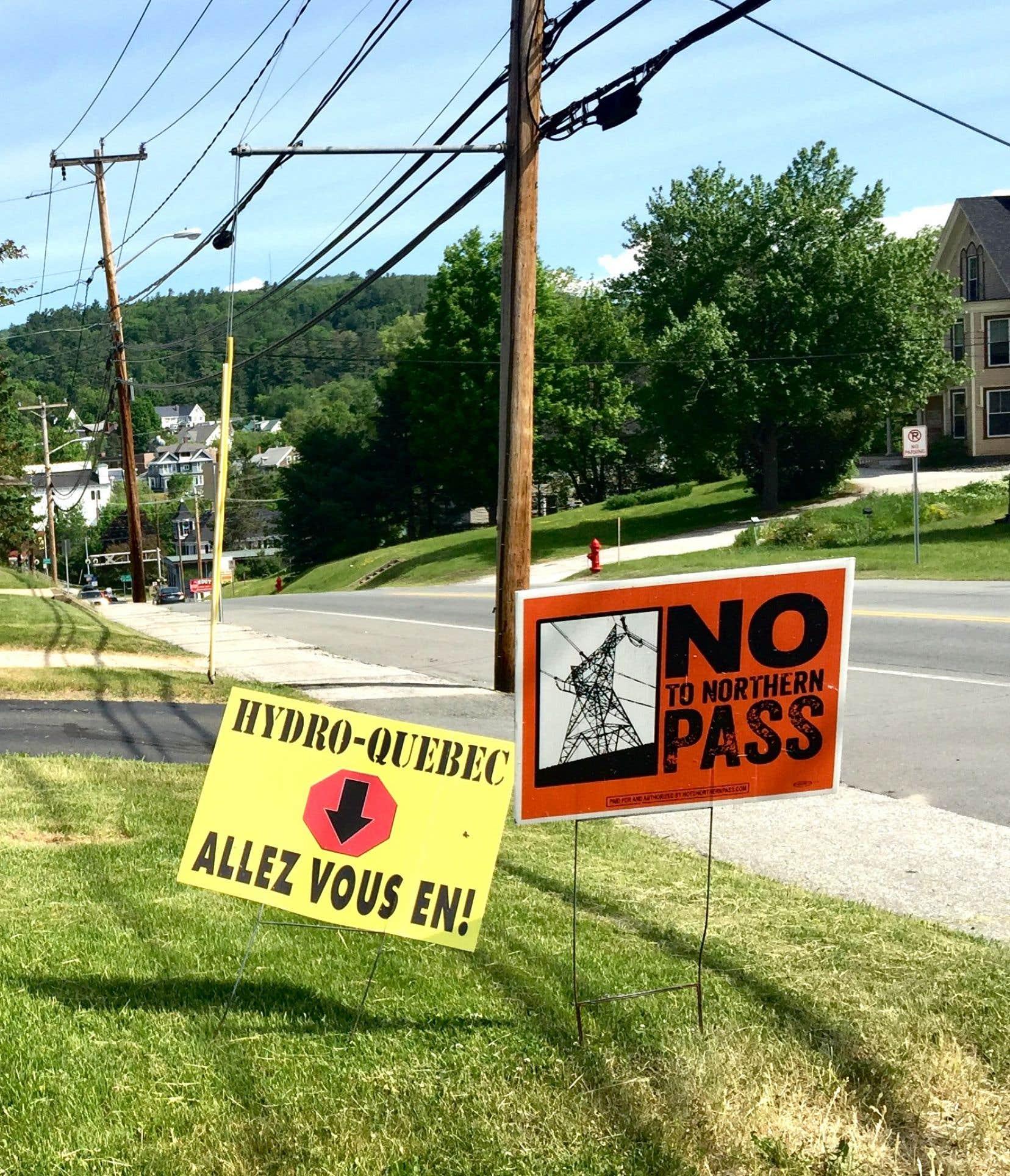 La Commission d'examen du site au New Hampshire a suspendu lundi sa décision du mois de février visant à bloquer ce projet de ligne de transport.