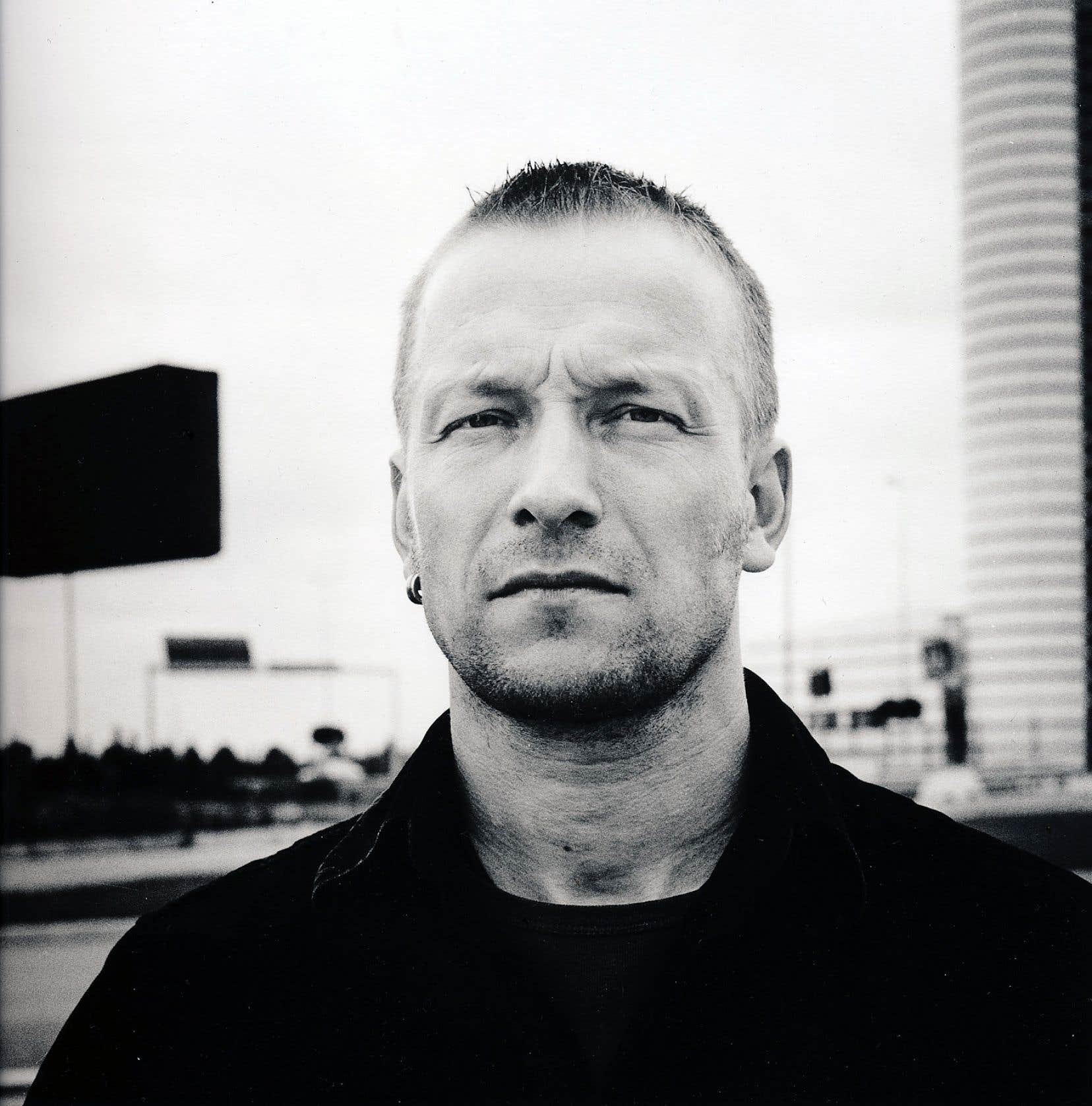 Musicien autodidacte, fan de punk et de métal de l'adolescence, Gustafsson estime être aujourd'hui «un bien meilleur musicien et improvisateur qu'il y a 30ans».