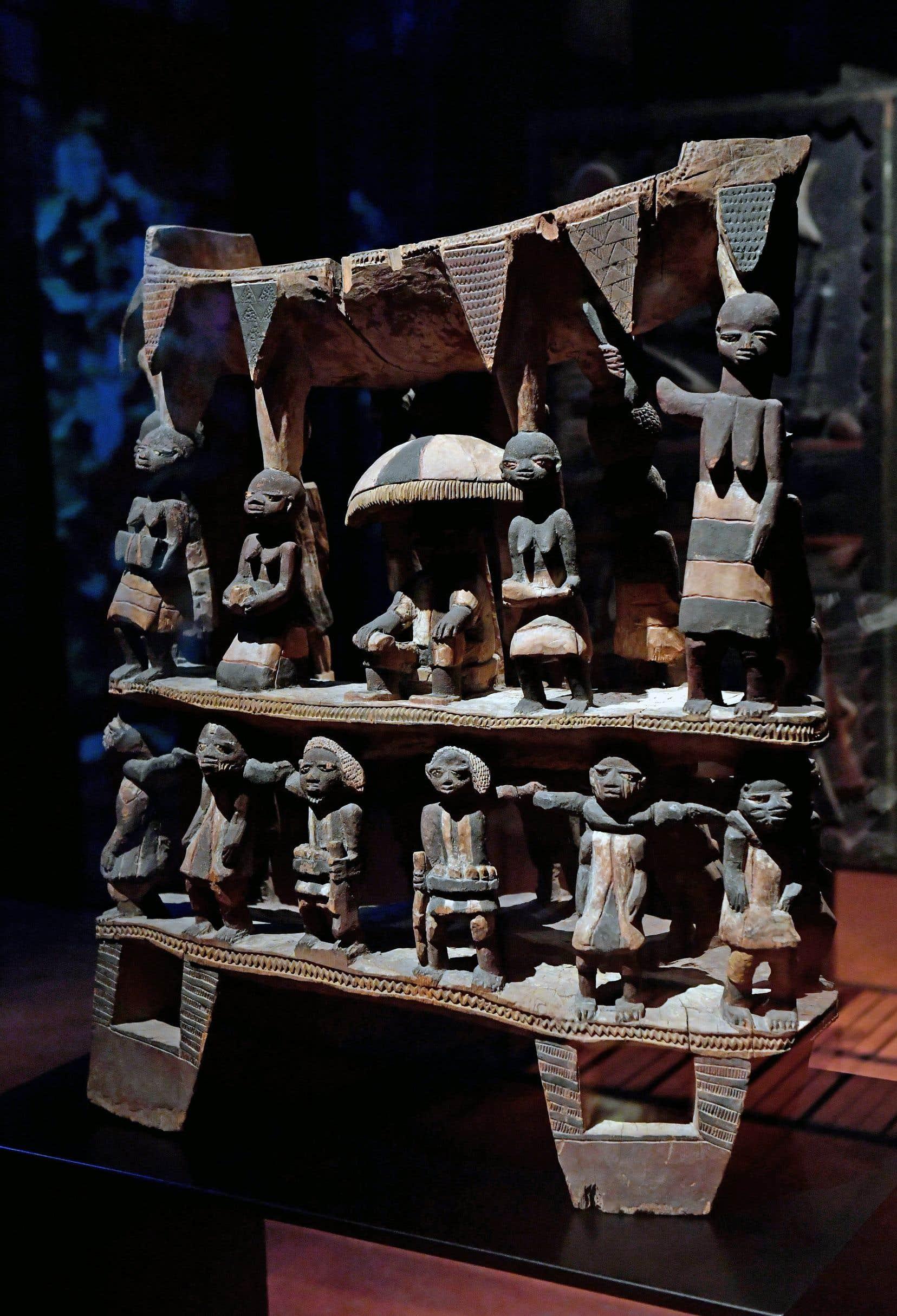 Le trône du royaume de Dahomey (Bénin actuel), datant du début du XIXesiècle, est conservé au musée du quai Branly, à Paris.