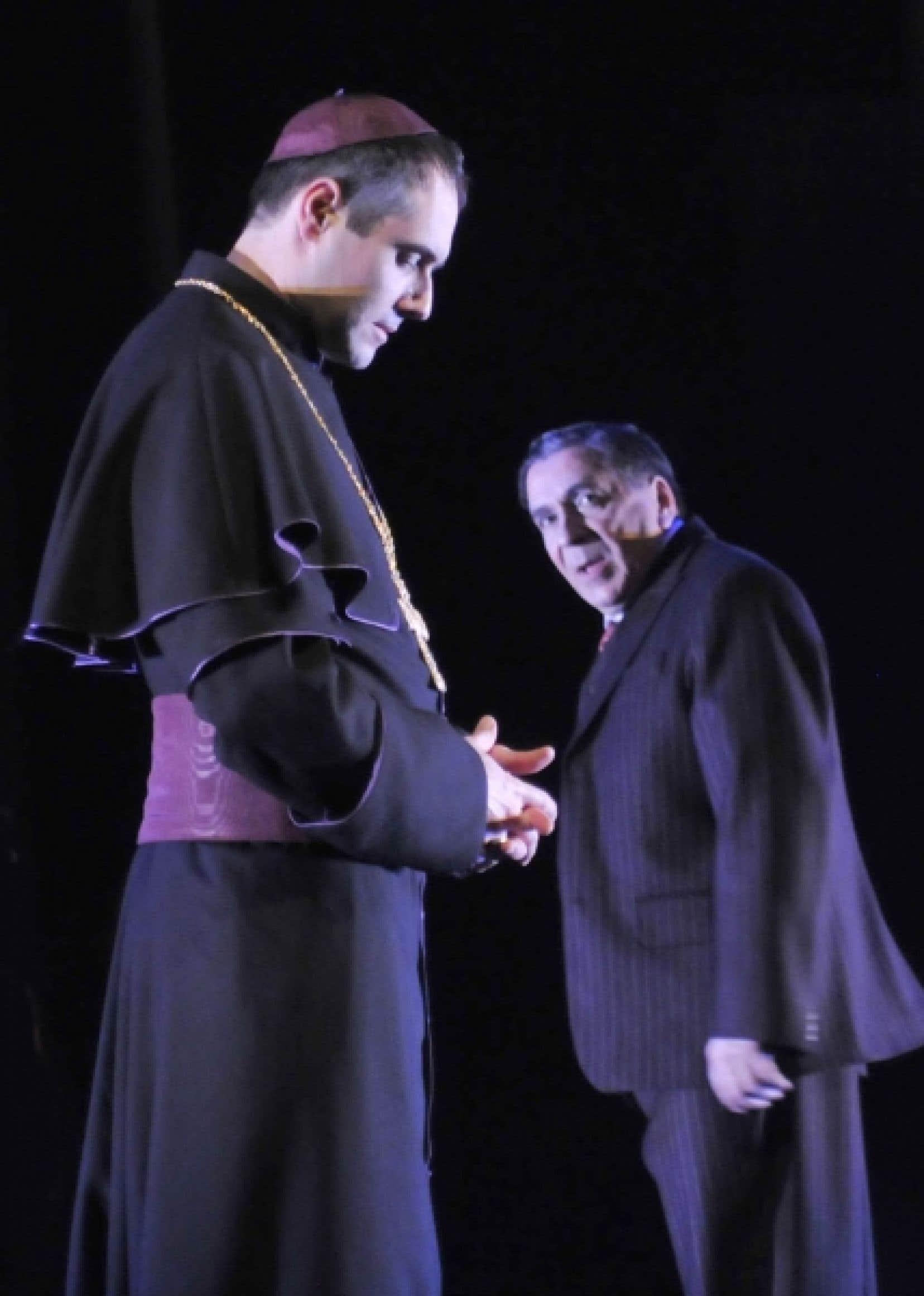 Dans Charbonneau et le Chef, les acteurs sont, à chaque instant, de terribles porteurs de mémoire collective et de merveilleux porteurs de tradition théâtrale.