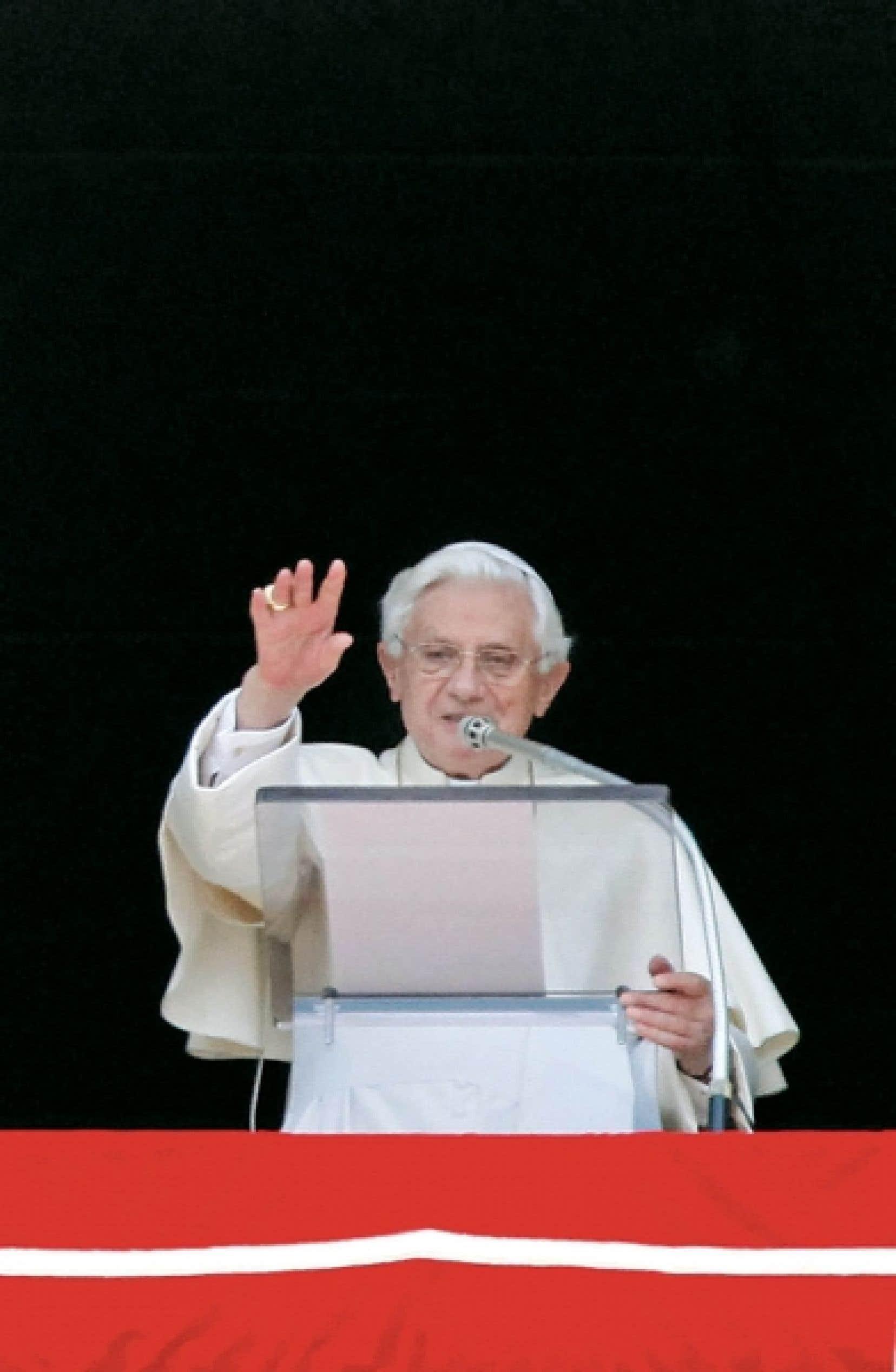Devant les fidèles rassemblés place Saint-Pierre hier, Benoît XVI a fait part de sa gratitude à une organisation italienne luttant contre la pédophilie, Meter, dirigée par le père Don Noto, ainsi qu'à tous ceux qui se battent contre les sévices sexuels visant les enfants.
