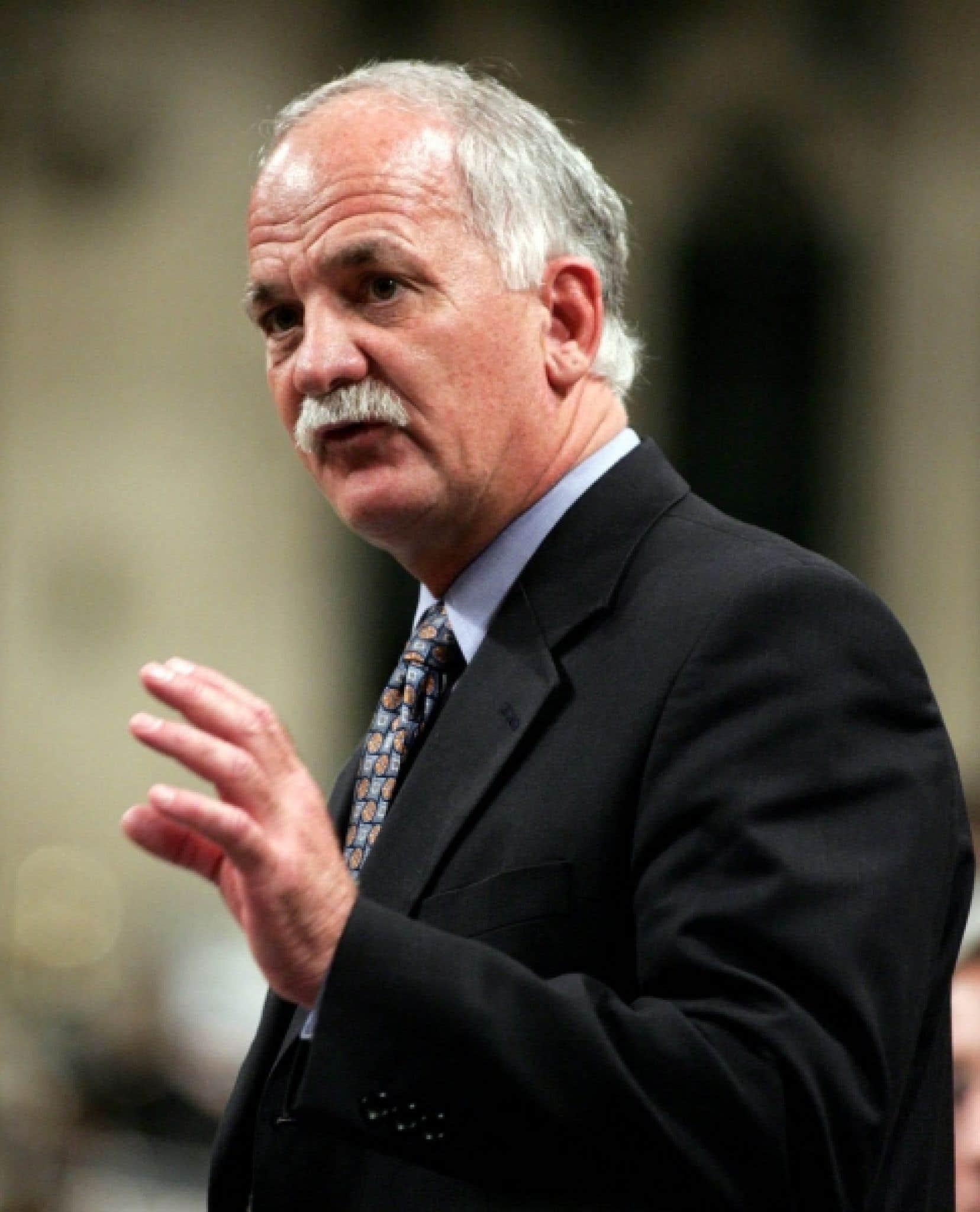 Le ministre de la Sécurité publique, Vic Toews, a indiqué pour la première fois hier que la facture d'un de ses projets de loi s'élèvera à 2 milliards en cinq ans.