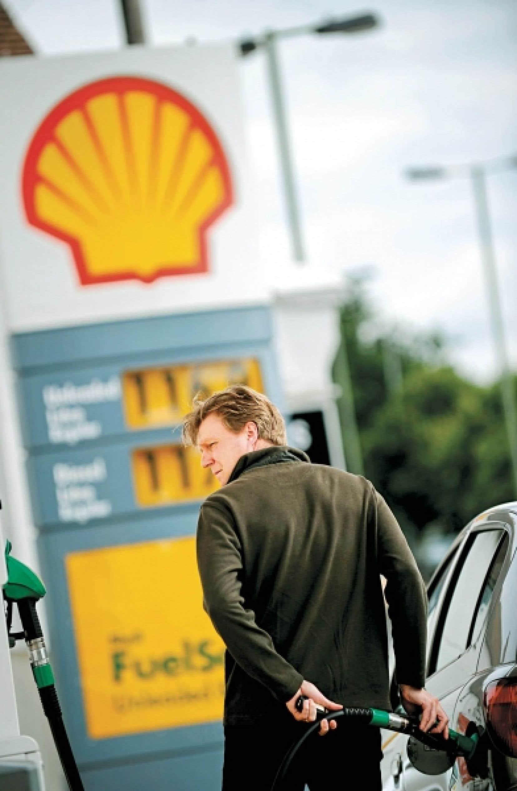 Shell affirme être de retour sur le chemin de la croissance. Jeudi, le grand patron de la pétrolière, Peter Voser, dévoilait un profit net de 4,4 milliards $US, en dépit des conditions économiques difficiles.<br />