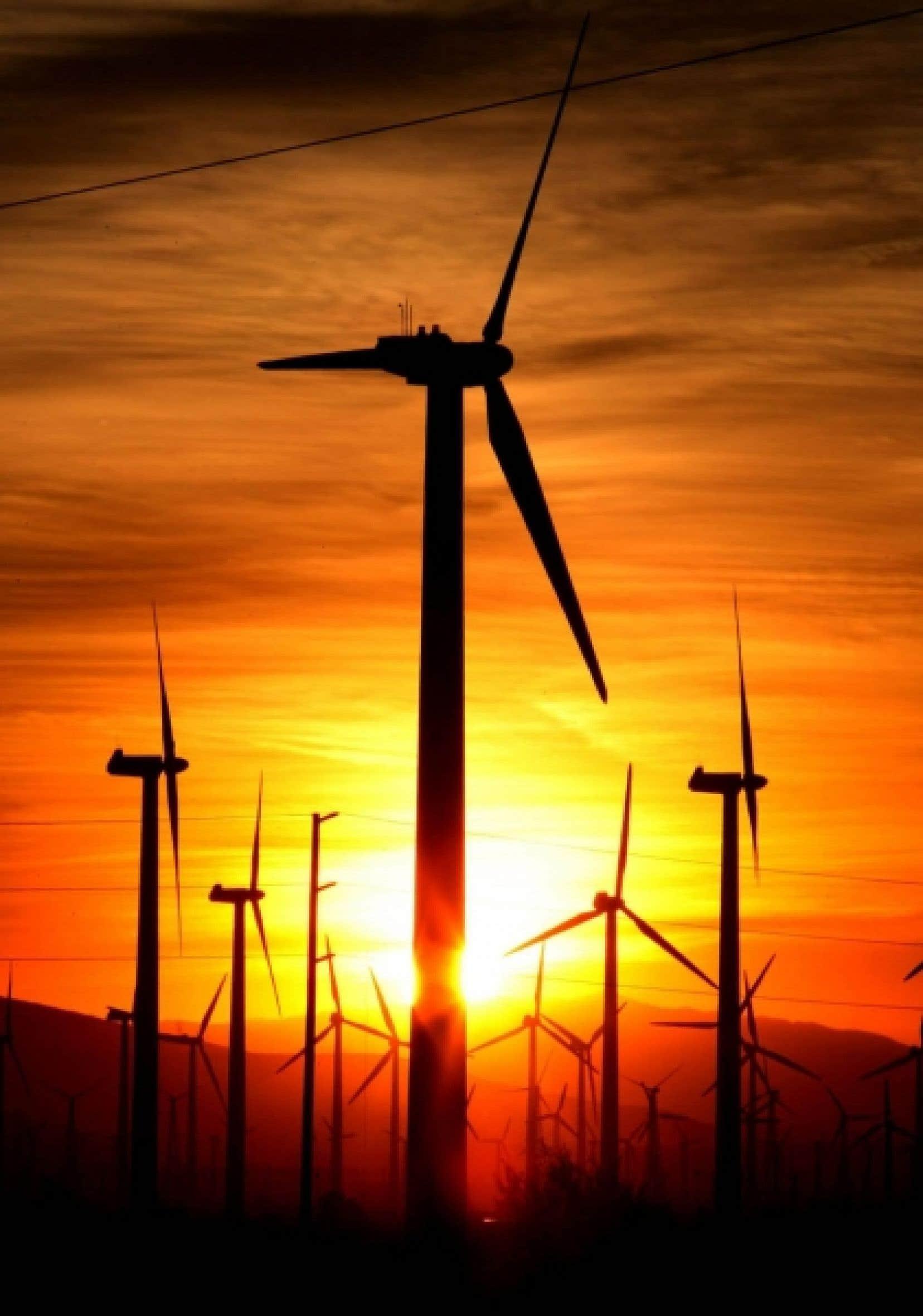 Le projet Reinventing Fire, qui propose de remplacer la rareté causée par les systèmes d'une époque révolue par une stratégie de Lovins, repose sur trois principaux filons: l'efficacité énergétique, le Soleil et les technologies de l'information.<br />