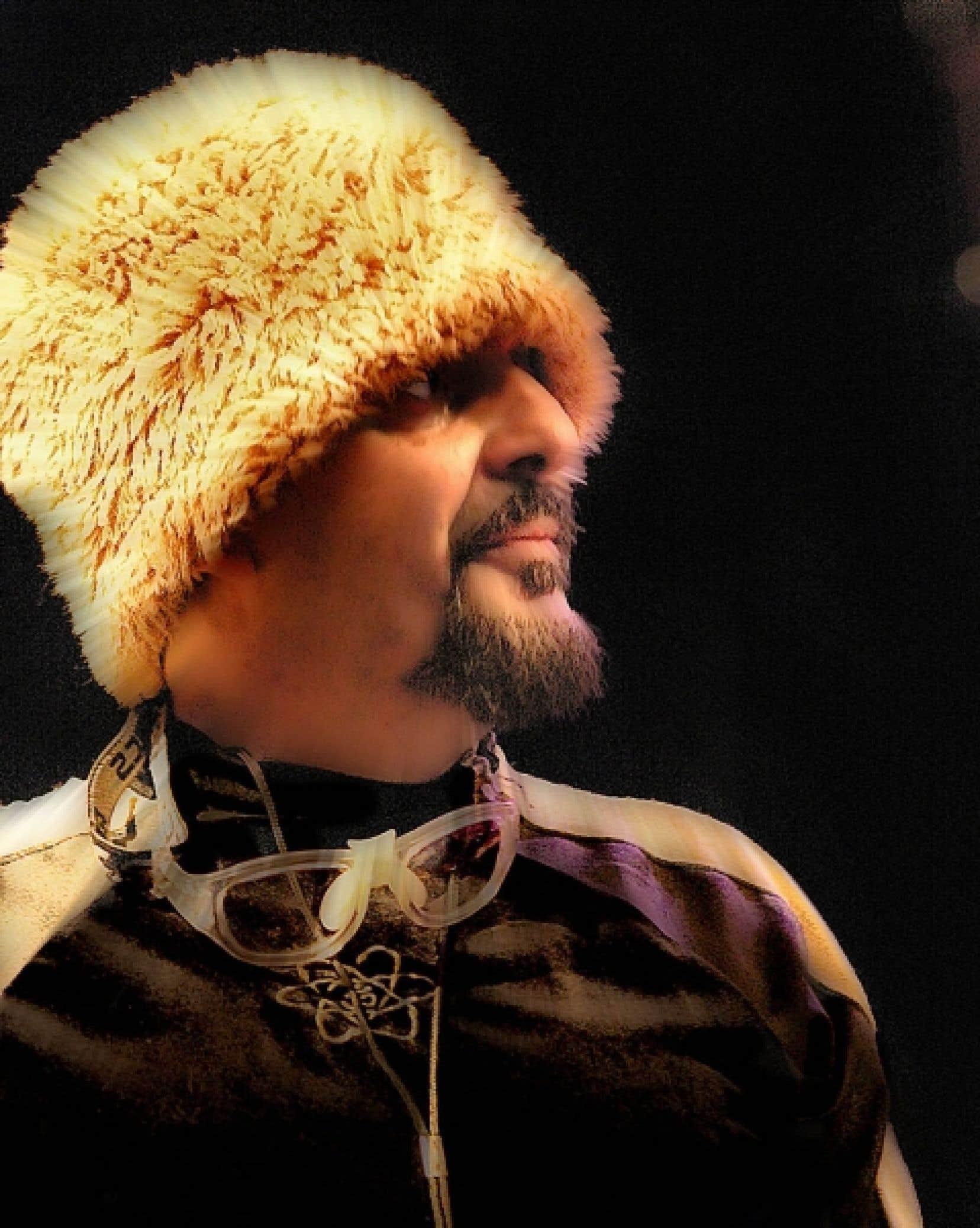 Si le Brésil donne à Cyro Baptista une orientation rythmique, mélodique et harmonique, la planète entière est devenu sa muse. <br />