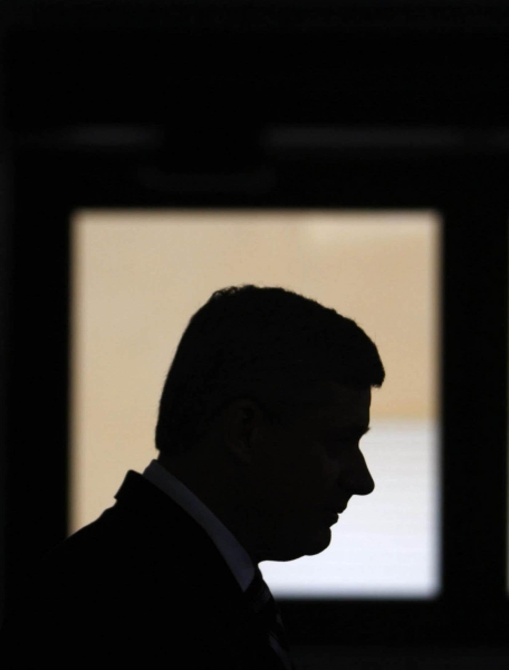 Si le conservatisme canadien était, il y a peu, dans la lignée intellectuelle des mouvances de centre droit, il est avec Stephen Harper résolument à droite, plus proche des neo-cons américains que de la tradition tory.<br />