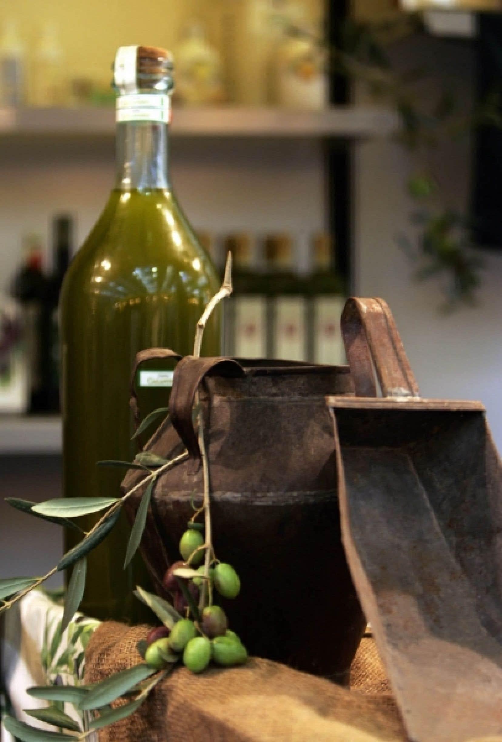 Les plus vieux écrits montrent comment on utilisait l'huile obtenue du pressage des olives pour s'éclairer ou se chauffer. Plus tard, on appréciera les vertus thérapeutiques de l'huile d'olive dans les bains romains et pour les massages, avant de s'en servir comme l'huile de palme pour la confection de savons tels ceux d'Alep ou de Marseille.
