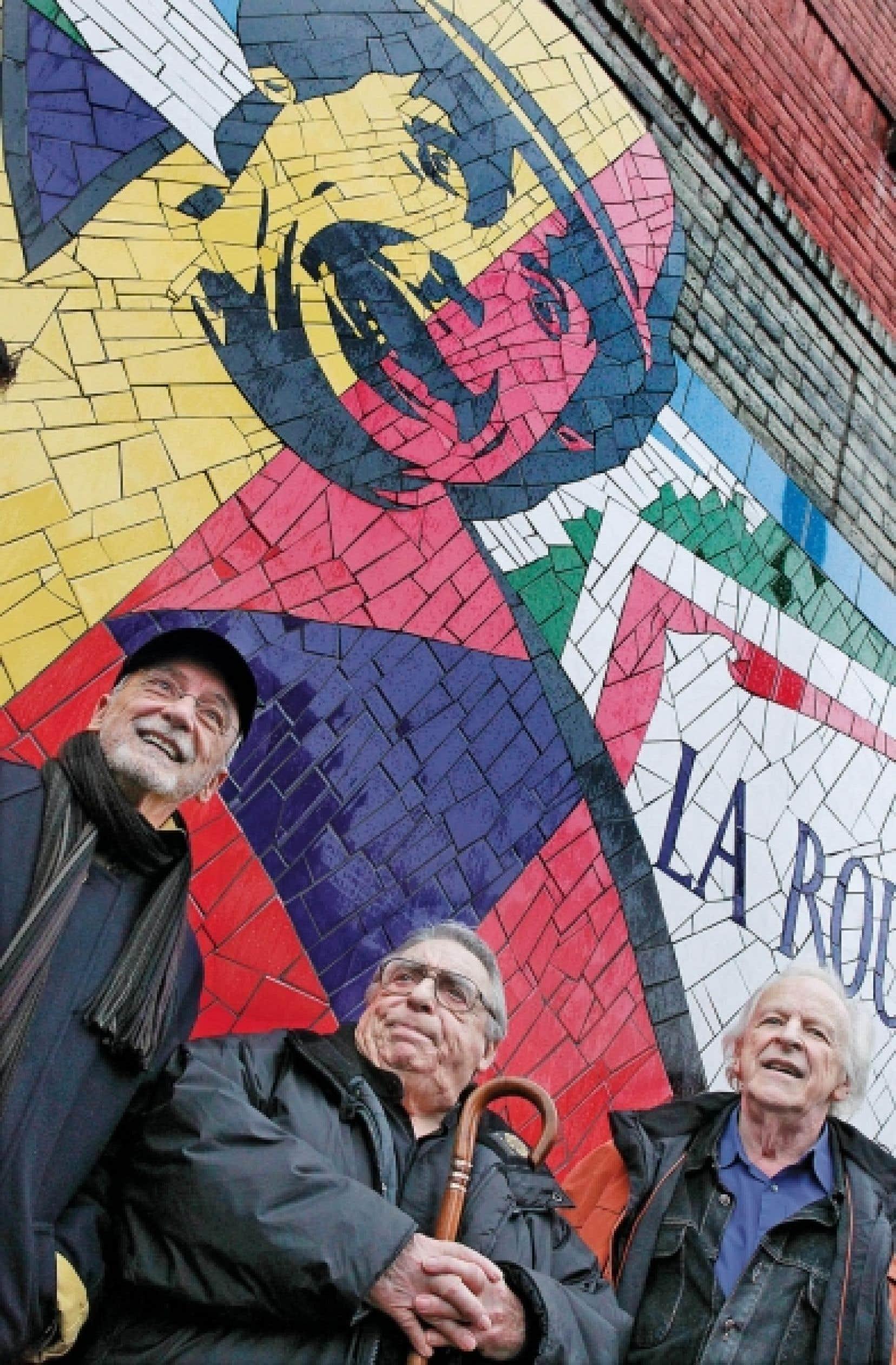 Yvon Deschamps et Marcel Sabourin accompagnaient hier Paul Buissonneau (au centre).