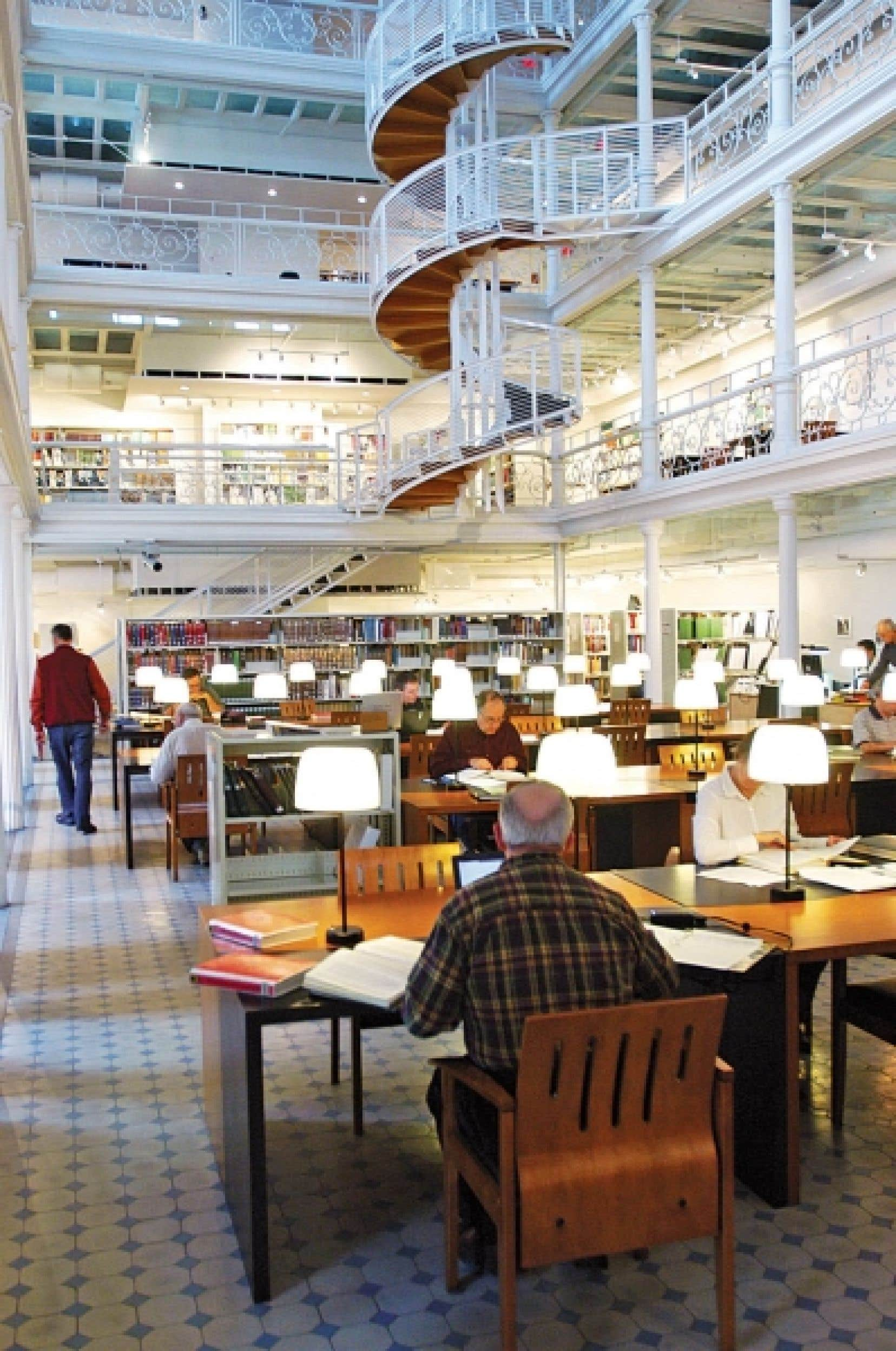 Le centre montréalais des Archives nationales dans l'ancien établissement des Hautes Études commerciales, avenue Viger. Le Québec a été dépossédé d'une grande quantité de précieux documents datant de la Nouvelle-France.<br />