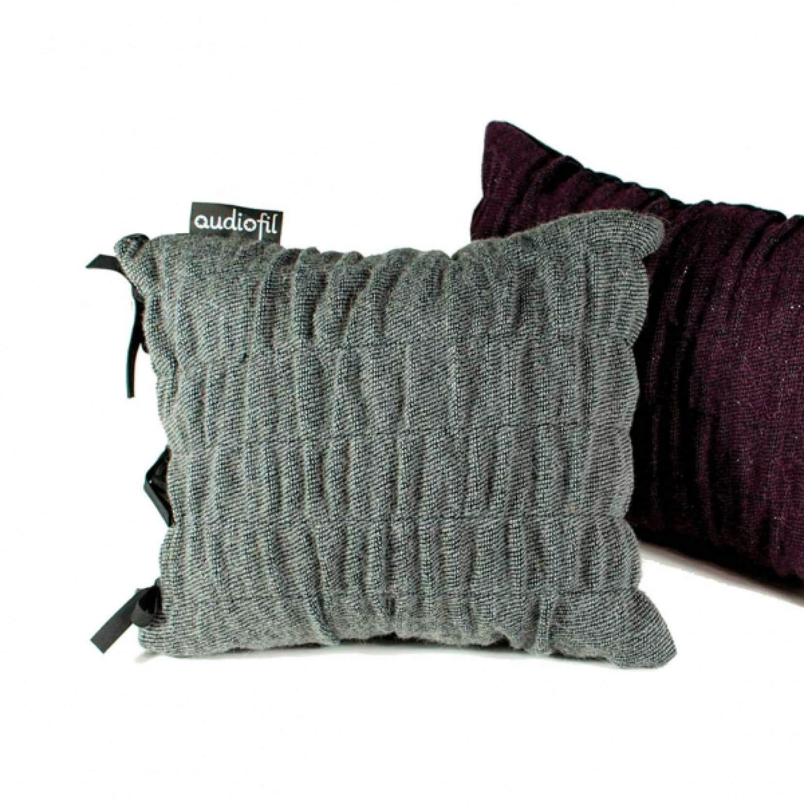 A la galerie Monde Ruelle cet automne, les oeuvres de la conceptrice textile Valérie Bédard.