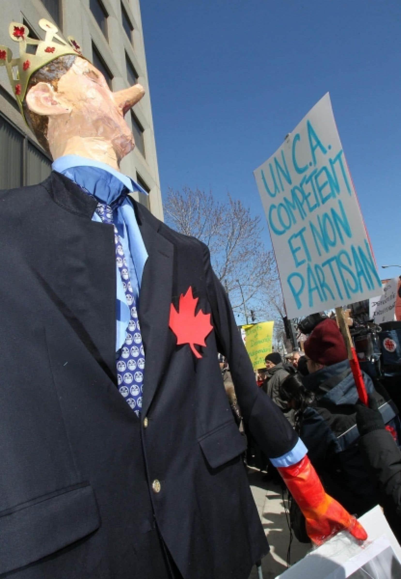Manifestation devant les bureaux montréalais de Droits et Démocratie en mars dernier.<br />