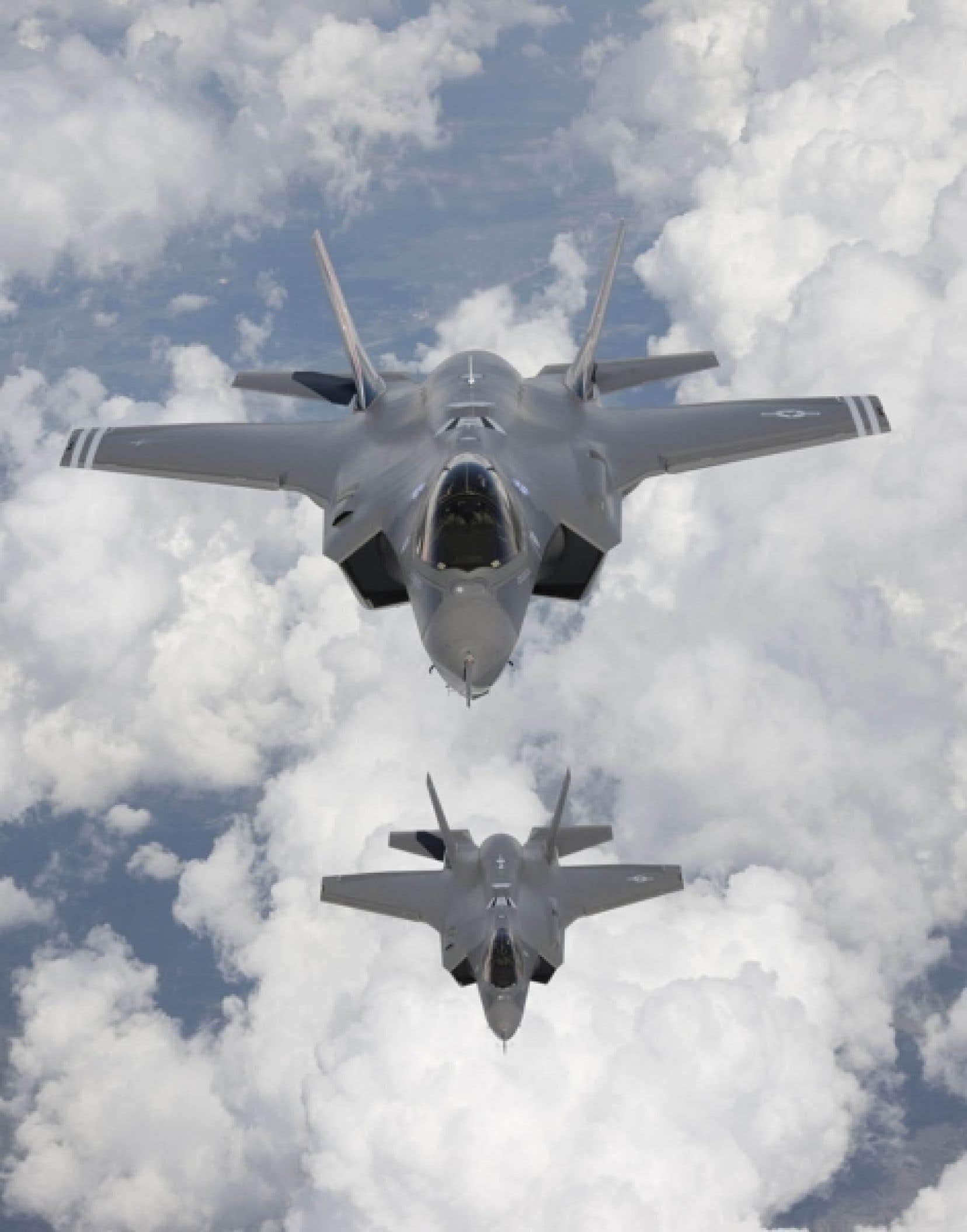Le F-35 est incompatible avec le système de ravitaillement en vol du Canada. Les Forces canadiennes affirment que ses deux ravitailleurs doivent être remplacés d'ici 2015, et que l'achat de nouveaux appareils compatibles avec le F-35 pourrait être la solution.