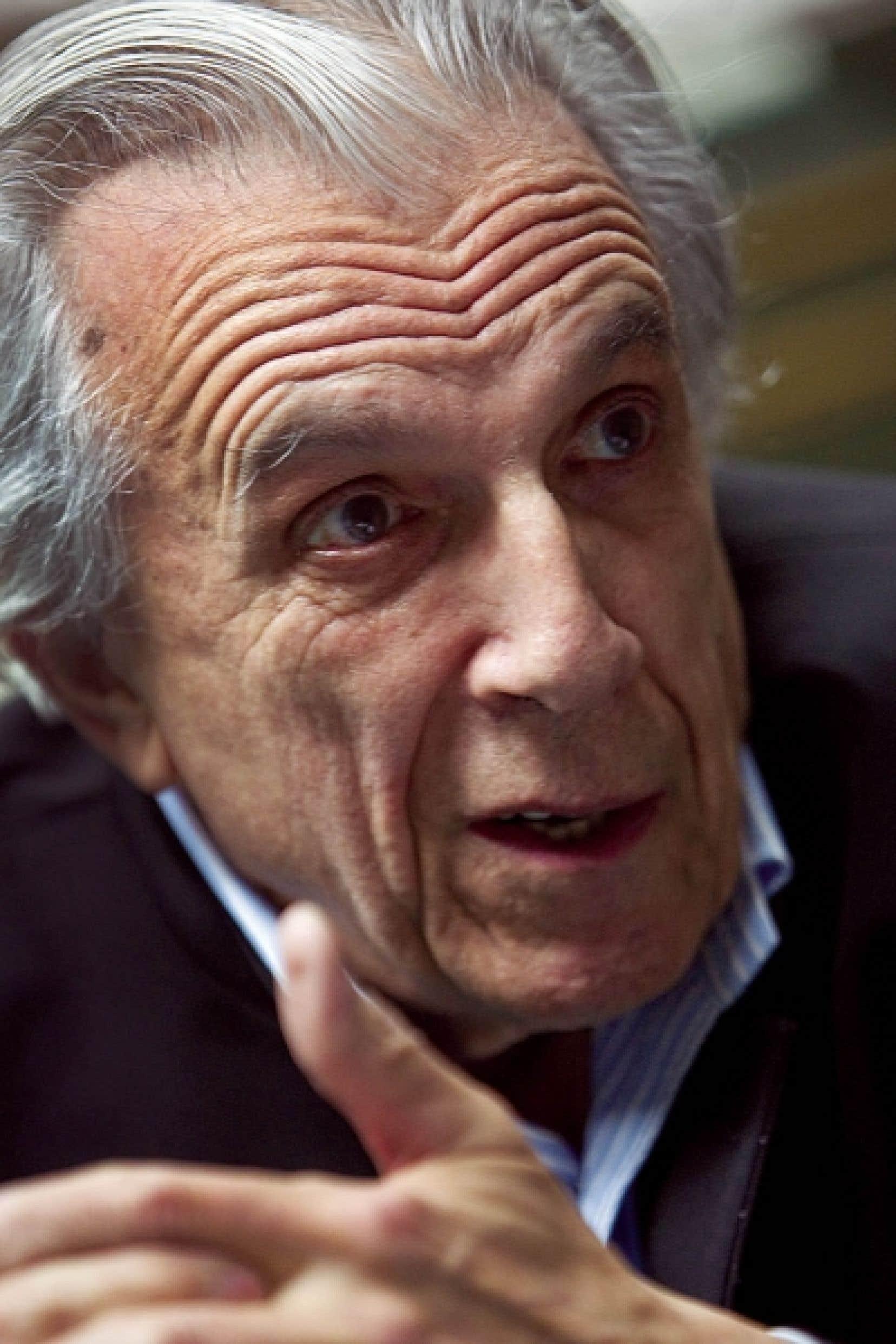 Longtemps publié à Paris chez Robert-Laffont, Jacques Folch-Ribas a été finaliste au prix Goncourt pour deux romans: Une aurore boréale publié en 1974 et La Chair de Pierre (1989), préfacé ensuite par François Nourissier.