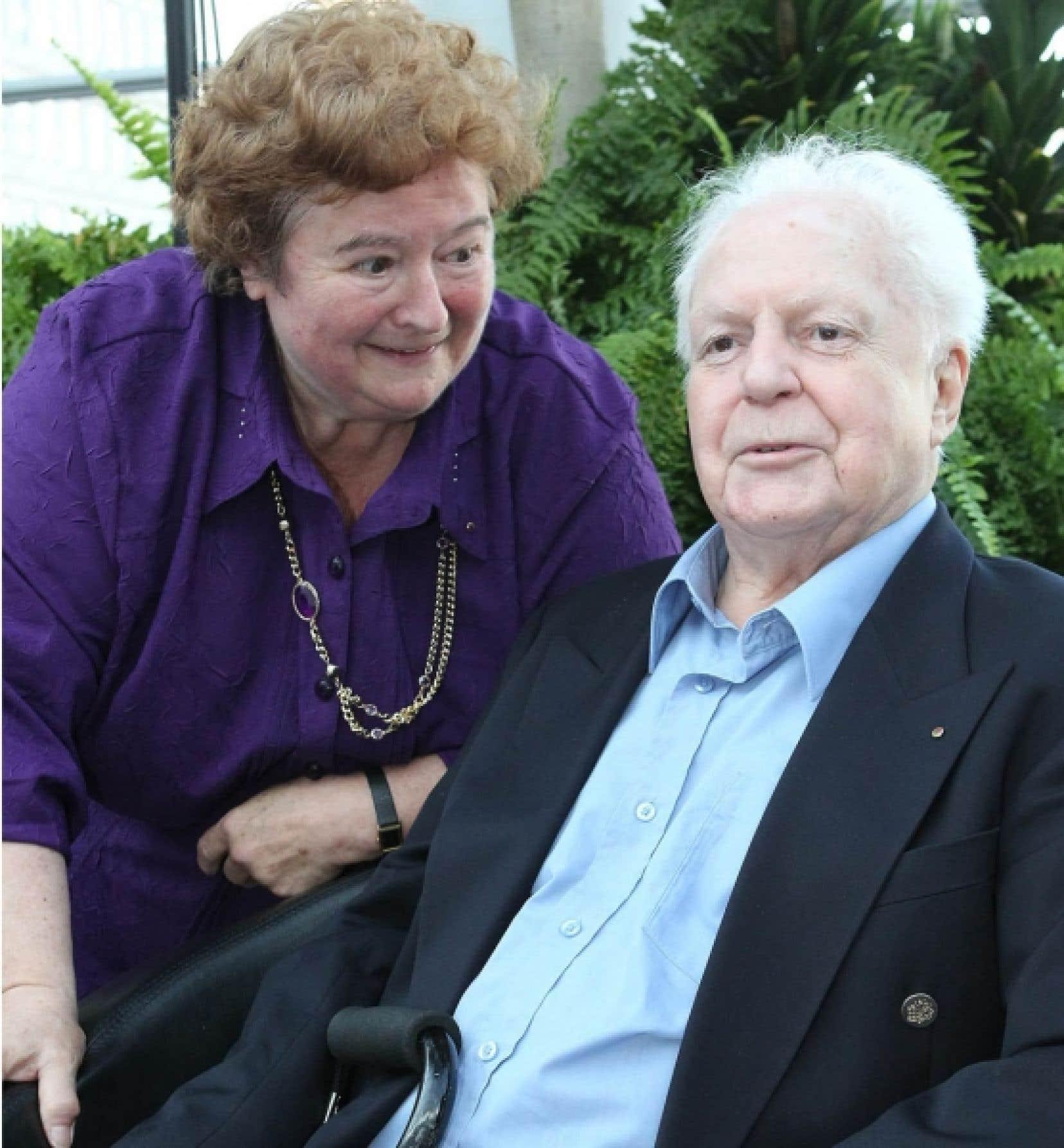 Jean-Marc L&eacute;ger fut honor&eacute; en mai dernier pour le r&ocirc;le essentiel qu&rsquo;il a jou&eacute; dans l&rsquo;essor de la Francophonie. On le voit ici aux c&ocirc;t&eacute;s de son &eacute;pouse, Anne-Marie Ramet.<br />