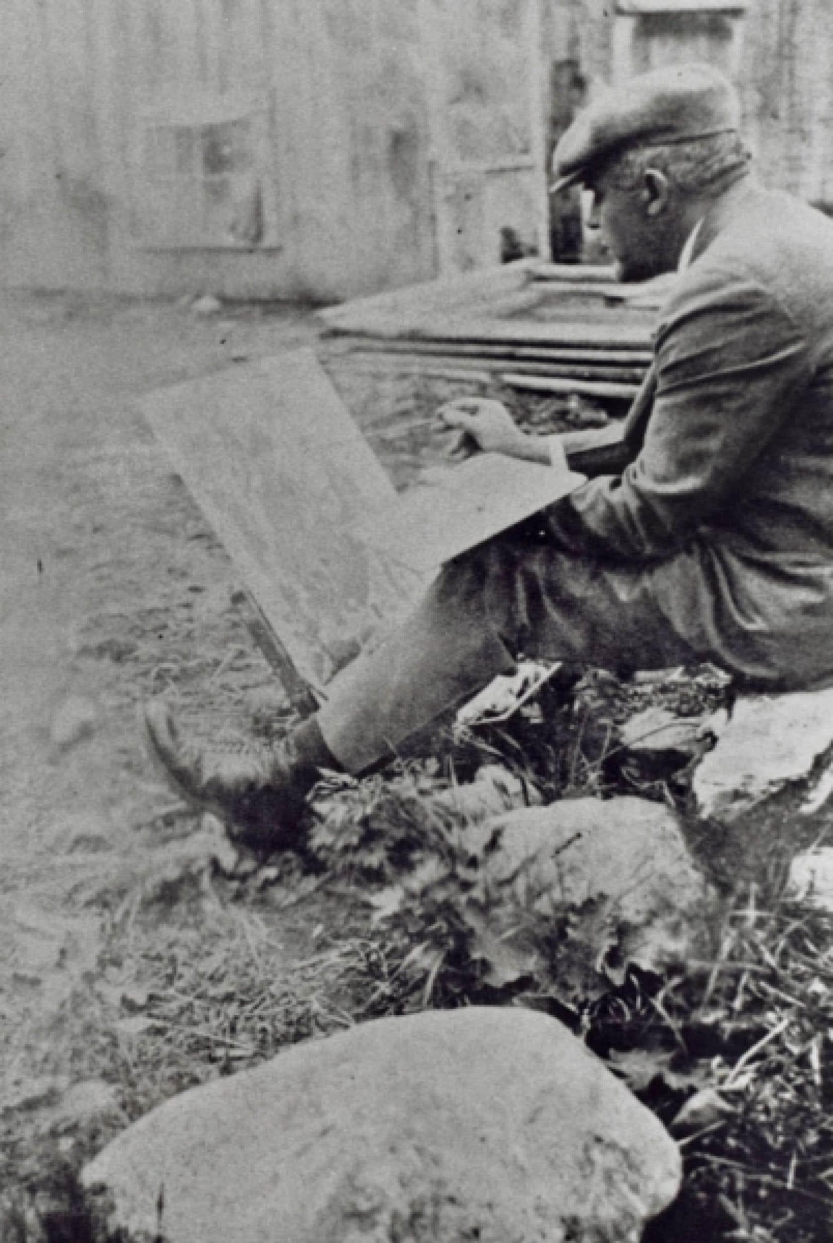 Marc-Aurèle Fortin à l'œuvre, photographié par sa sœur Blanche en 1934.<br /> <br />