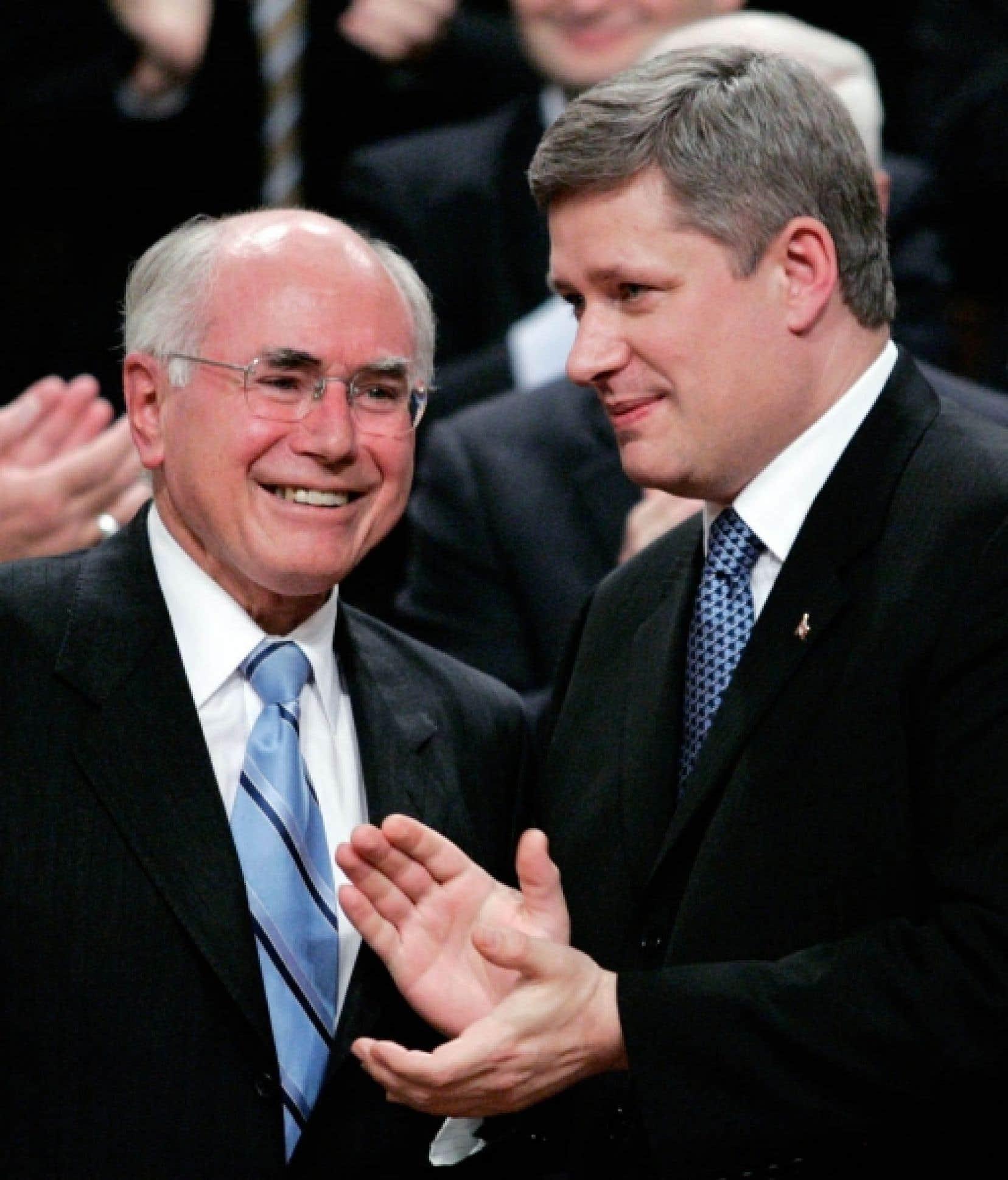 Le premier ministre australien John Howard en compagnie de Stephen Harper, en 2006, lors d'une visite officielle. En Australie, où le parlementarisme britannique est en vigueur comme au Canada, les coalitions sont fréquentes.<br />