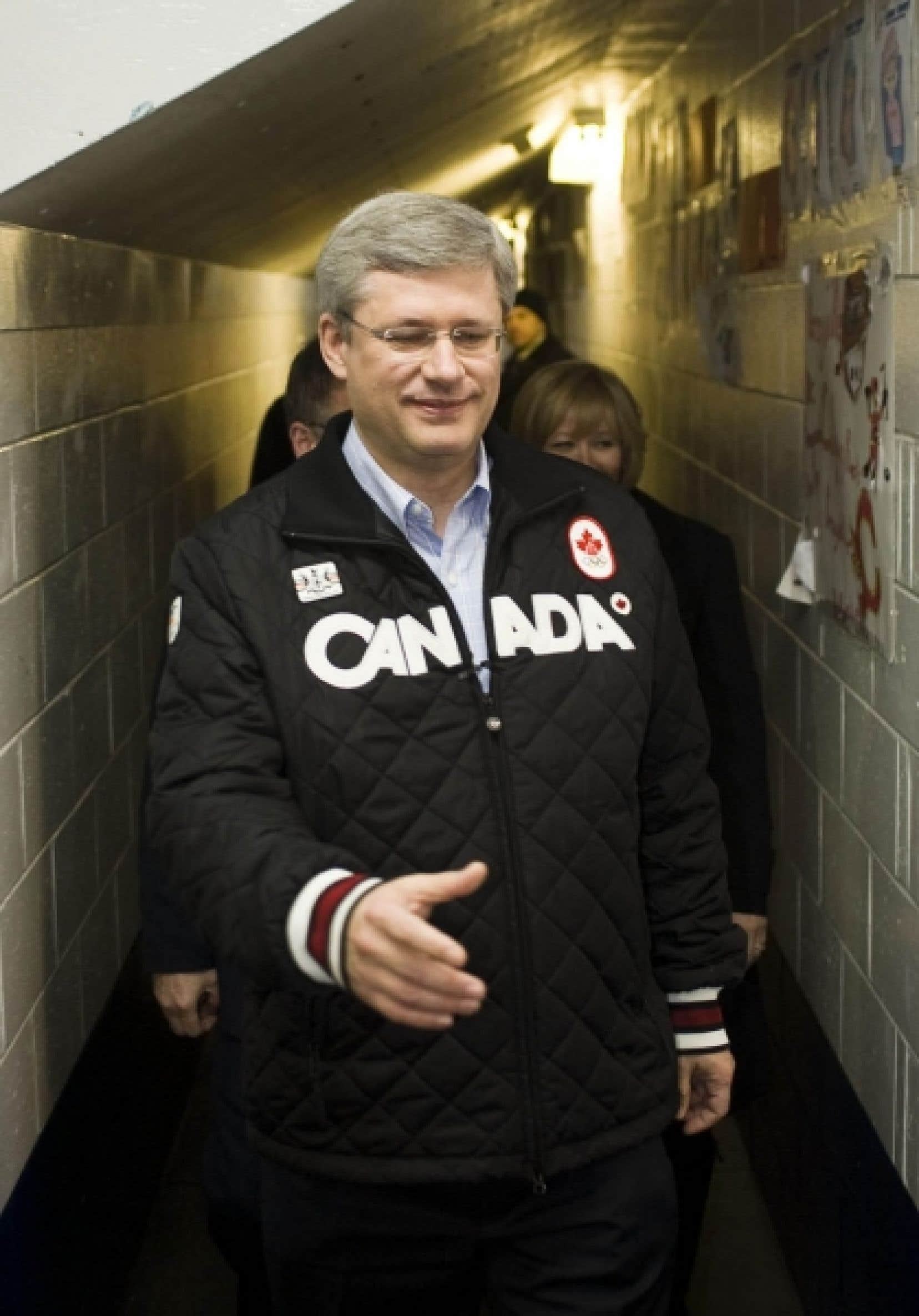 Stephen Harper était à Terre-Neuve hier, où il a notamment salué les amateurs de hockey à l'aréna de Conception Bay South.