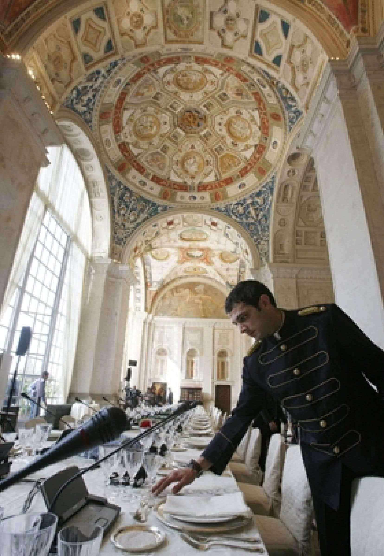 En attendant, on passe à table à la Villa Madama...
