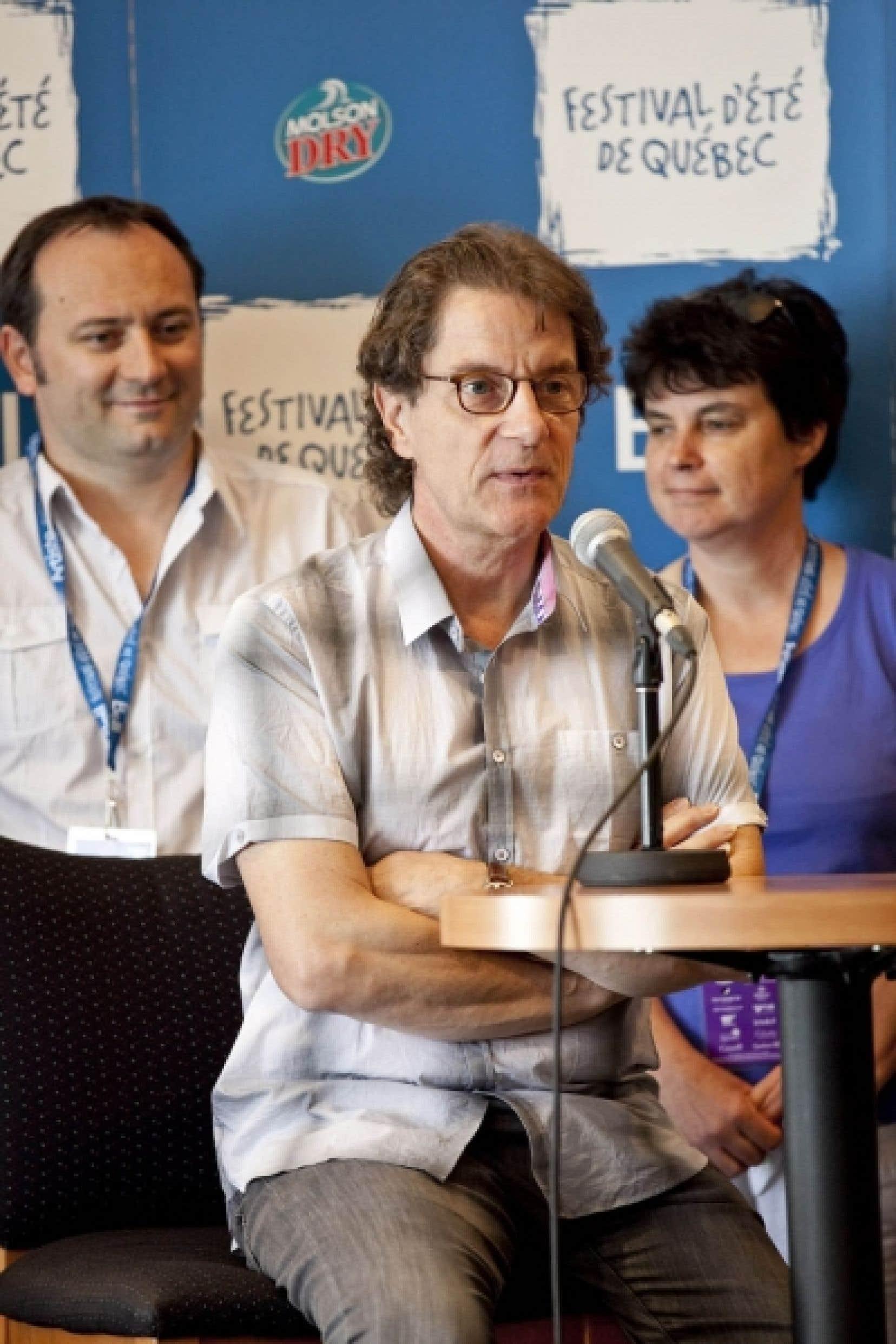 Francis Cabrel a expliqué aux médias québécois son projet L'Enfant-porte, hier à Québec.<br />