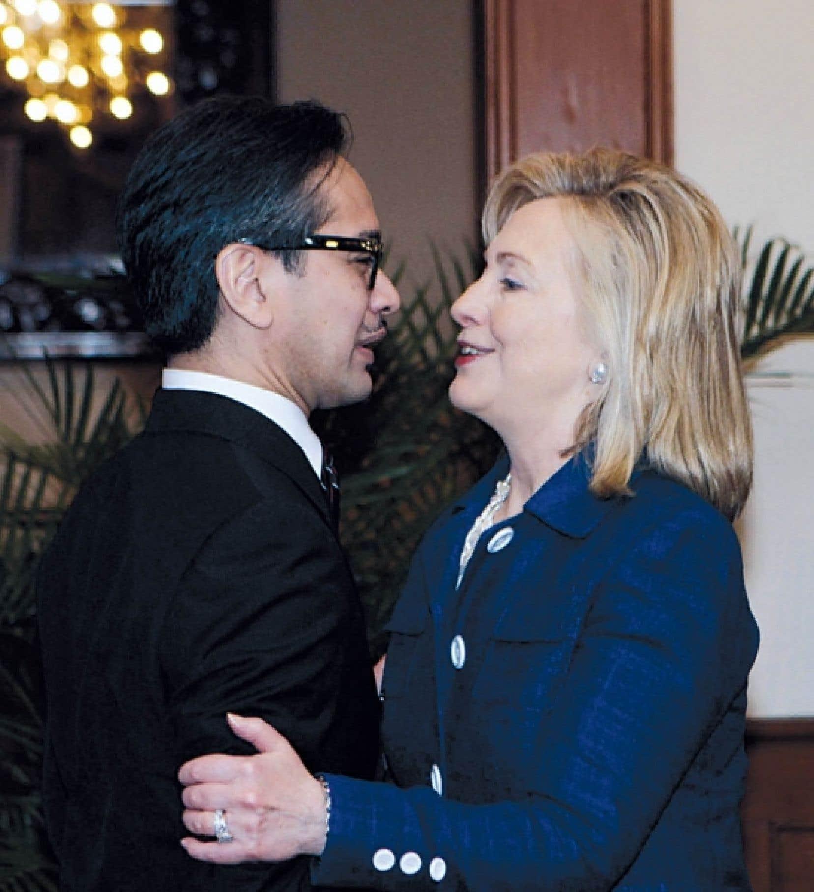 Hillary Clinton et le ministre indonésien des Affaires étrangères hier.