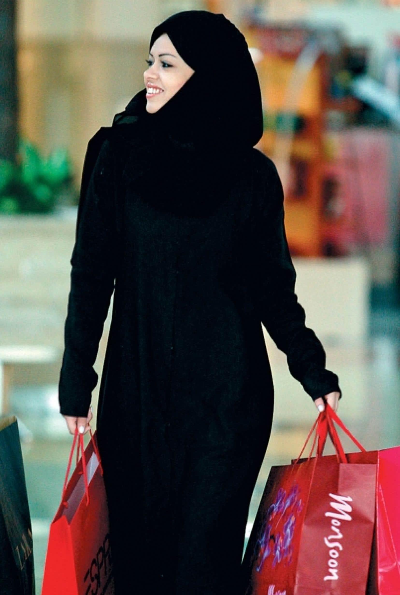 Saoudienne faisant ses emplettes<br />