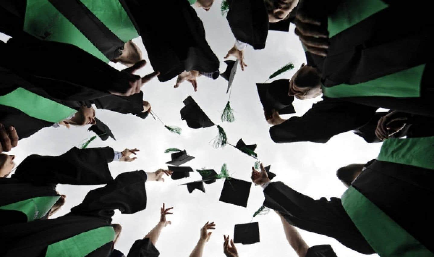 Une fois leur baccalauréat terminé, de nombreux étudiants optent pour des études supérieures.