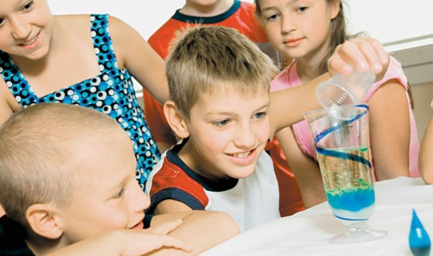 Les enfants qui participent aux rencontres du Club des Débrouillards ont la possibilité d'apprendre de nombreux principes scientifiques tout en s'amusant.