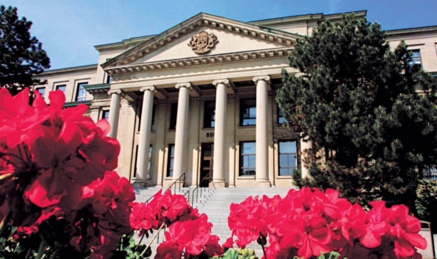 Le Centre catholique de l'Université d'Ottawa a été fondé par le père Guay.