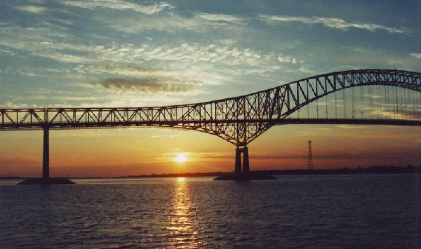 On peut tenir une conférence, un souper ou un 5 à 7 sur le fleuve Saint-Laurent en empruntant le bateau de croisière Jacques-Cartier.