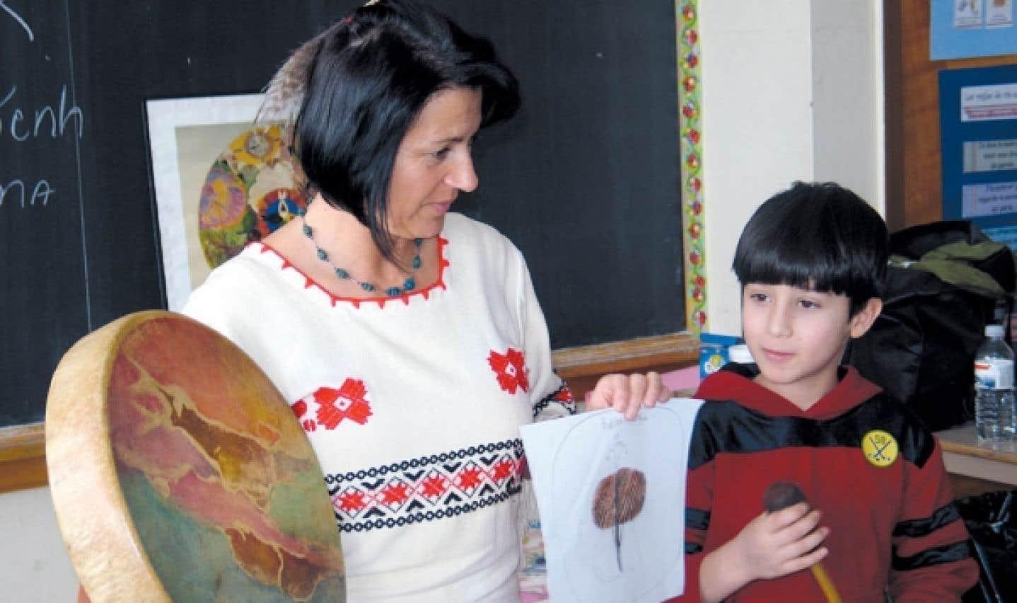 Au Musée de Lachine, Dolorès Contré a pour objectif d'initier les enfants aux modes de vie traditionnels des Iroquoiens et des Algonquiens.