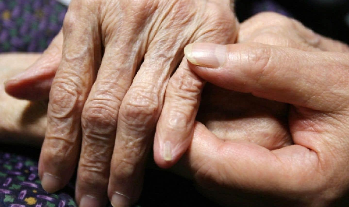 Les professionnels de la santé peuvent bénéficier d'une formation particulière pour accompagner des personnes âgées en situation de fin de vie.