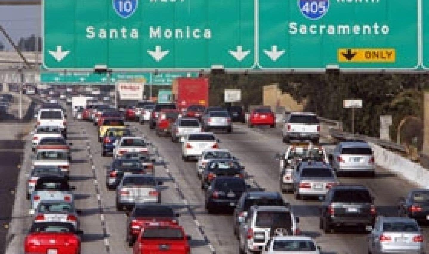 Plusieurs États américains sont en colère: alors qu'ils voudraient imposer au parc automobile des réductions des émissions de CO2 de l'ordre de 30% d'ici 2016, l'Environmental Protection Agency impose plutôt le respect du plan fédéral pr