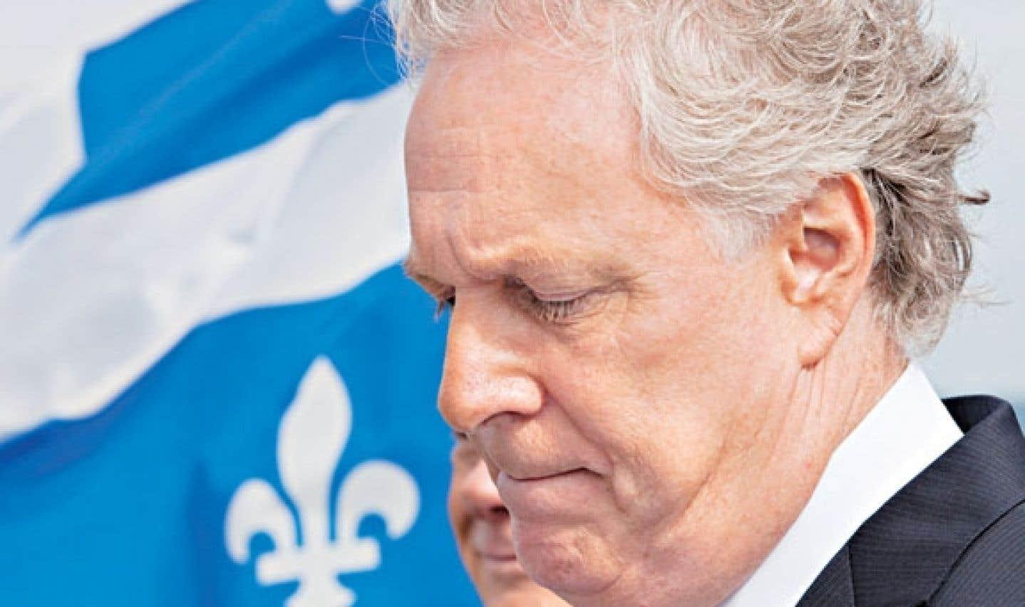 Filature interrompue - Charest voit un complot radio-canadien contre lui