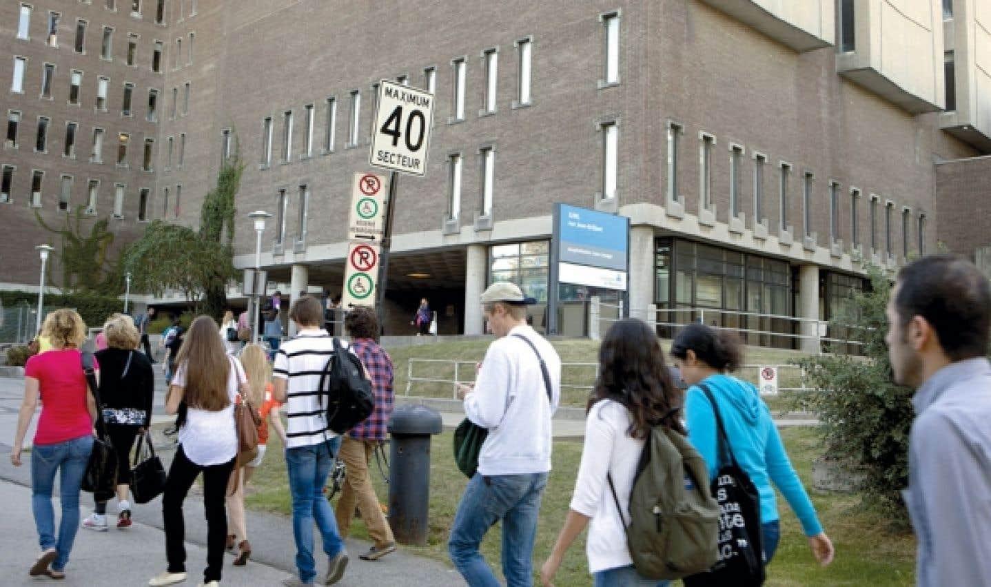Aide financière - Plus facile pour les étudiants étrangers que pour les Québécois