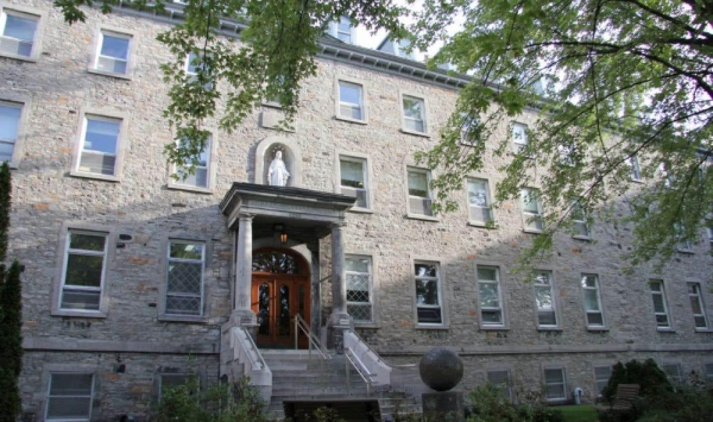 Le Collège Sainte-Anne offre un volet de développement humanitaire et d'immersion culturelle.