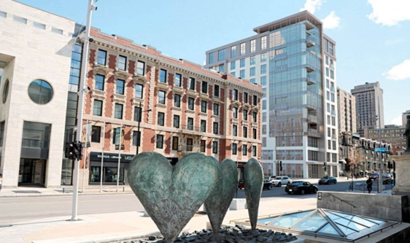 Le complexe ORO Résidences est situé au 1400, rue Sherbrooke Ouest, à deux pas du Musée des beaux-arts de Montréal. Cette portion de la rue Sherbrooke est réputée pour ses boutiques de haute couture et ses galeries d'art.