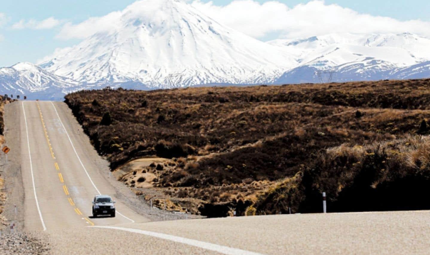 Le parc national Tongariro est le premier parc national créé en Nouvelle-Zélande et est classé sur la liste du patrimoine mondial de l'UNESCO.