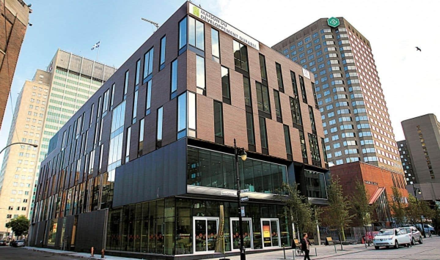 La Maison du développement durable est située sur la rue Sainte-Catherine, en plein Quartier des spectacles.